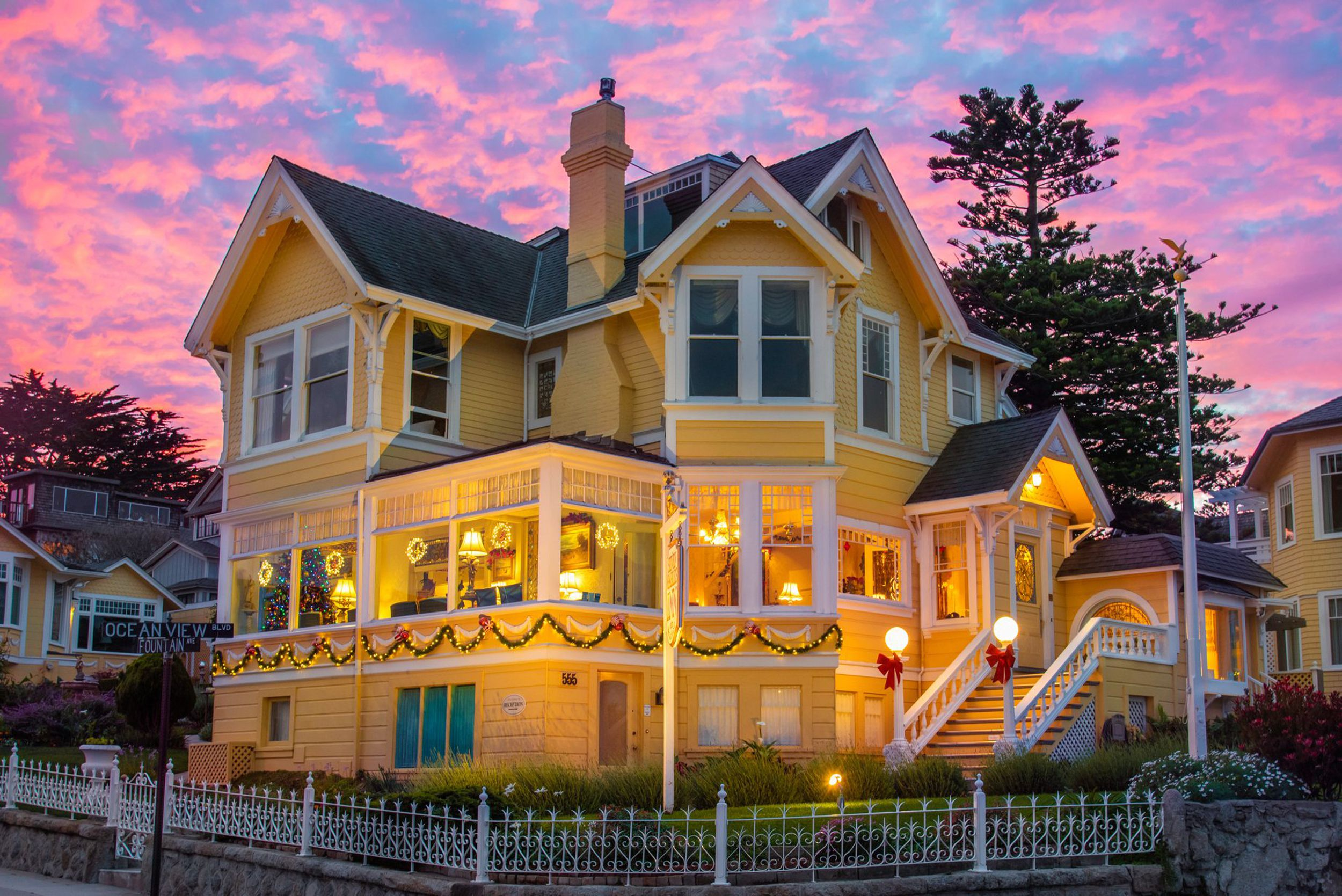 Seven Gables Inn Bed and Breakfast - Pacific Grove, CA
