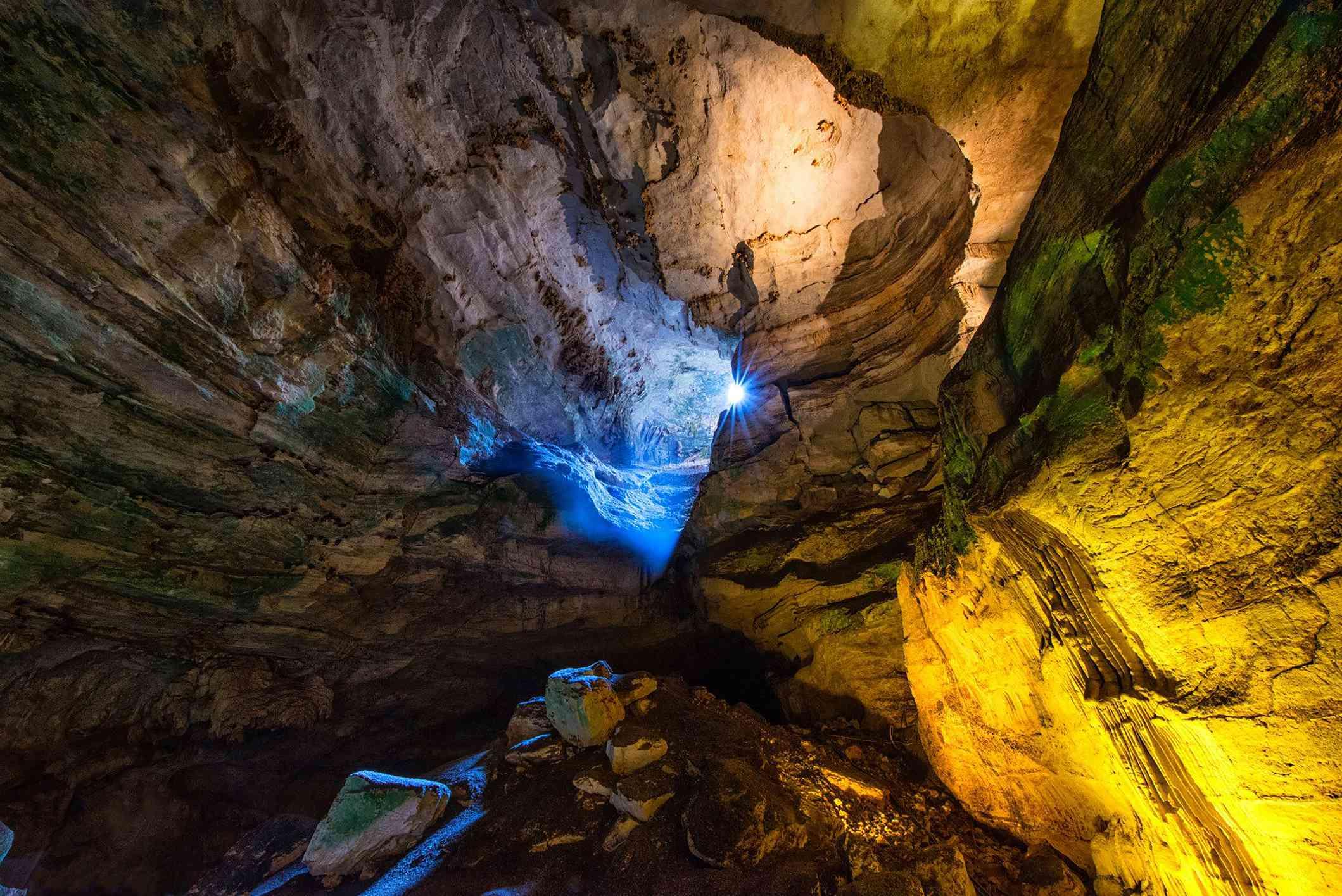 Luz del sol en la caverna de Carlsbad