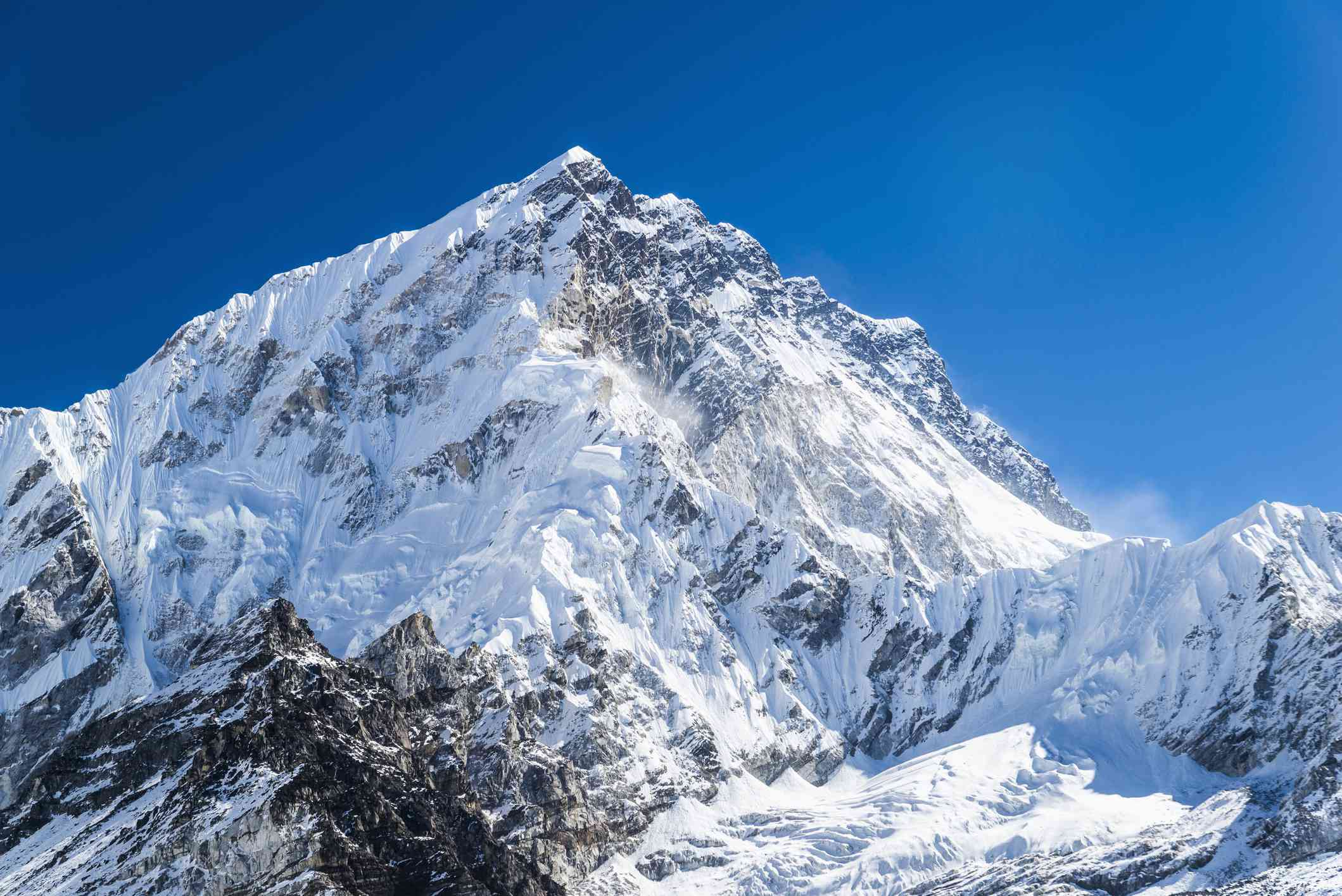 Mt. Everest. world's tallest mountain, covered in snow