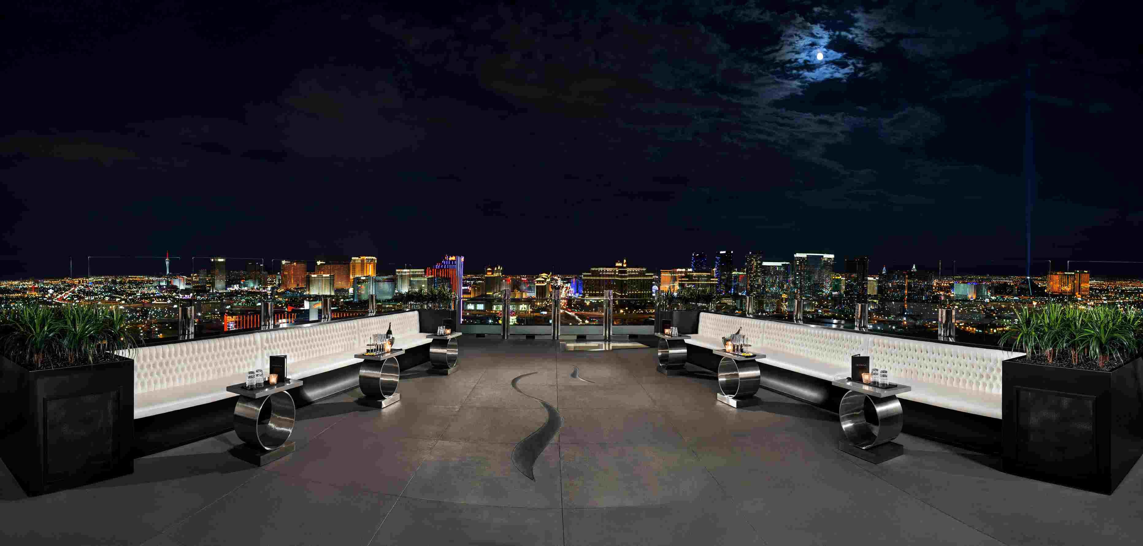 El patio y la vista en el Ghostbar at Palms Las Vegas