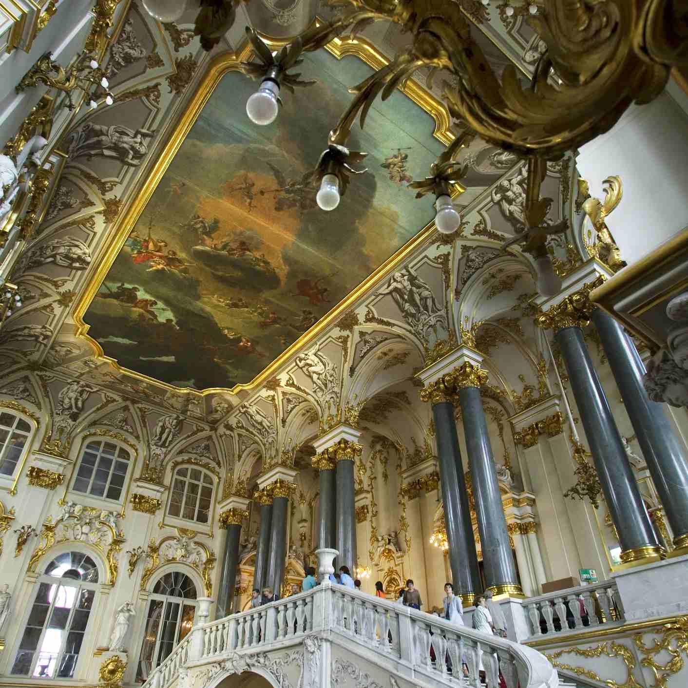 Interior del Palacio de Invierno del Museo del Hermitage. Gran escalera. San Petersburgo. Rusia