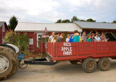 Paseo en heno en Red Apple Farm Phillipston Massachusetts