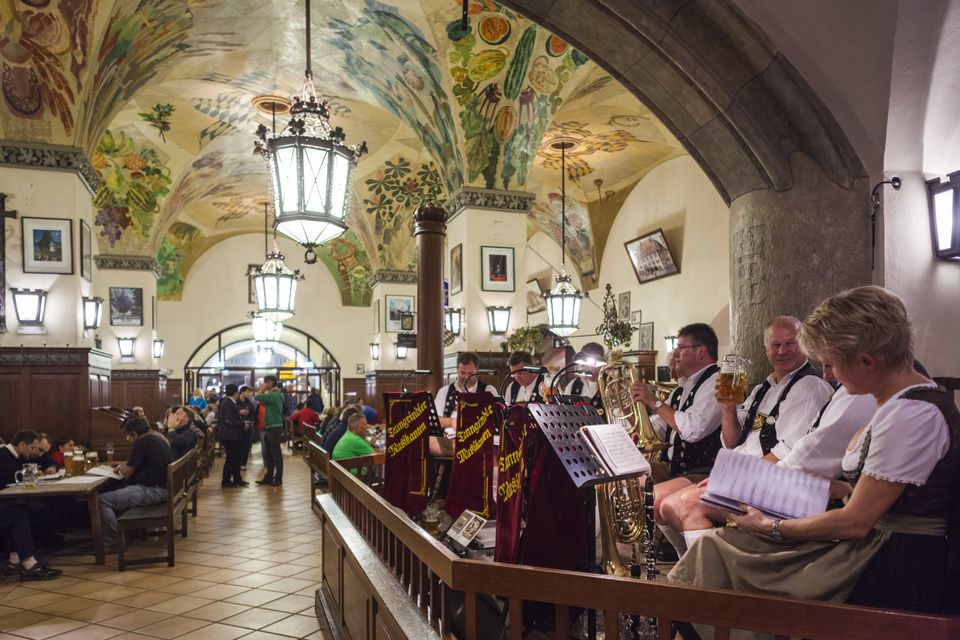 Germany, Bavaria, Munich, Hofbrauhaus, oldest beerhall in Munich, built in 1644, oom-pah band
