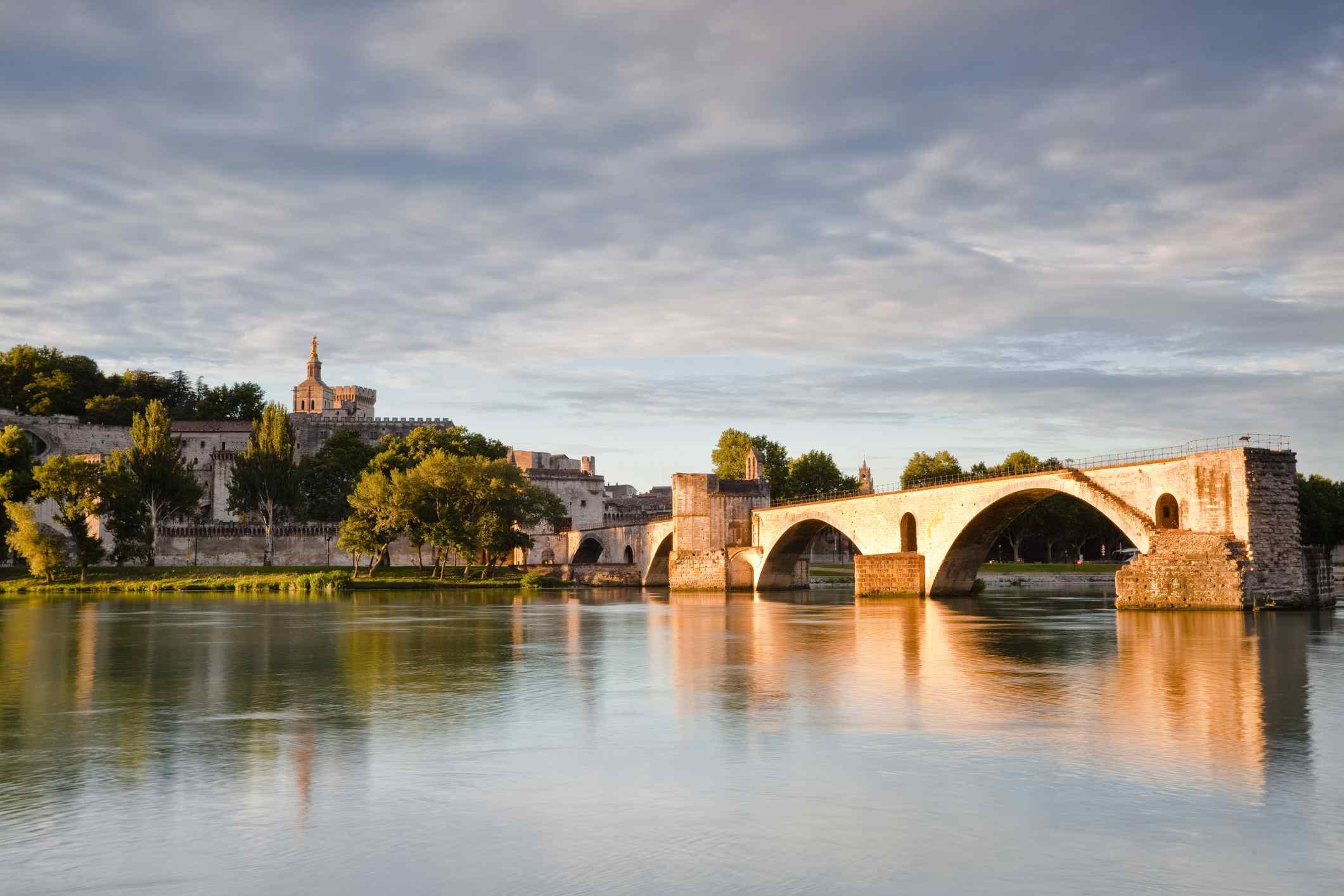 El pont d'Avignon y el río Ródano