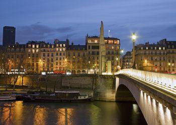 Pont de la Tournelle at dusk, Paris