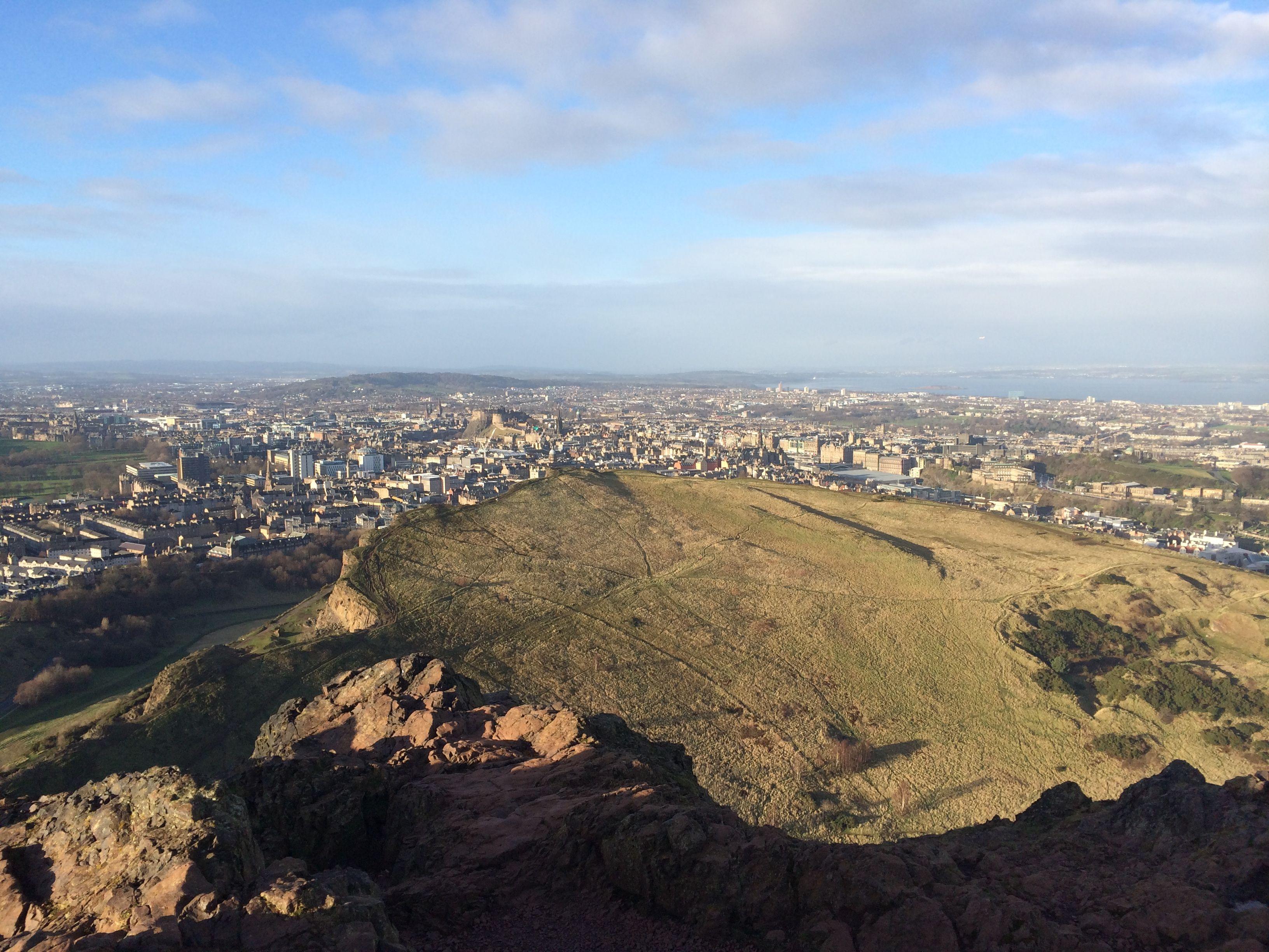Vista de Edimburgo desde lo alto de Arthur's Seat. (Haga clic en la foto para ampliarla)