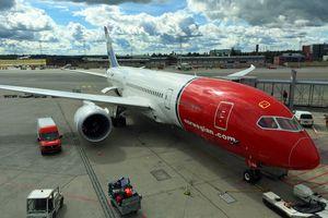 Norwegian Dreamliner awaits passengers