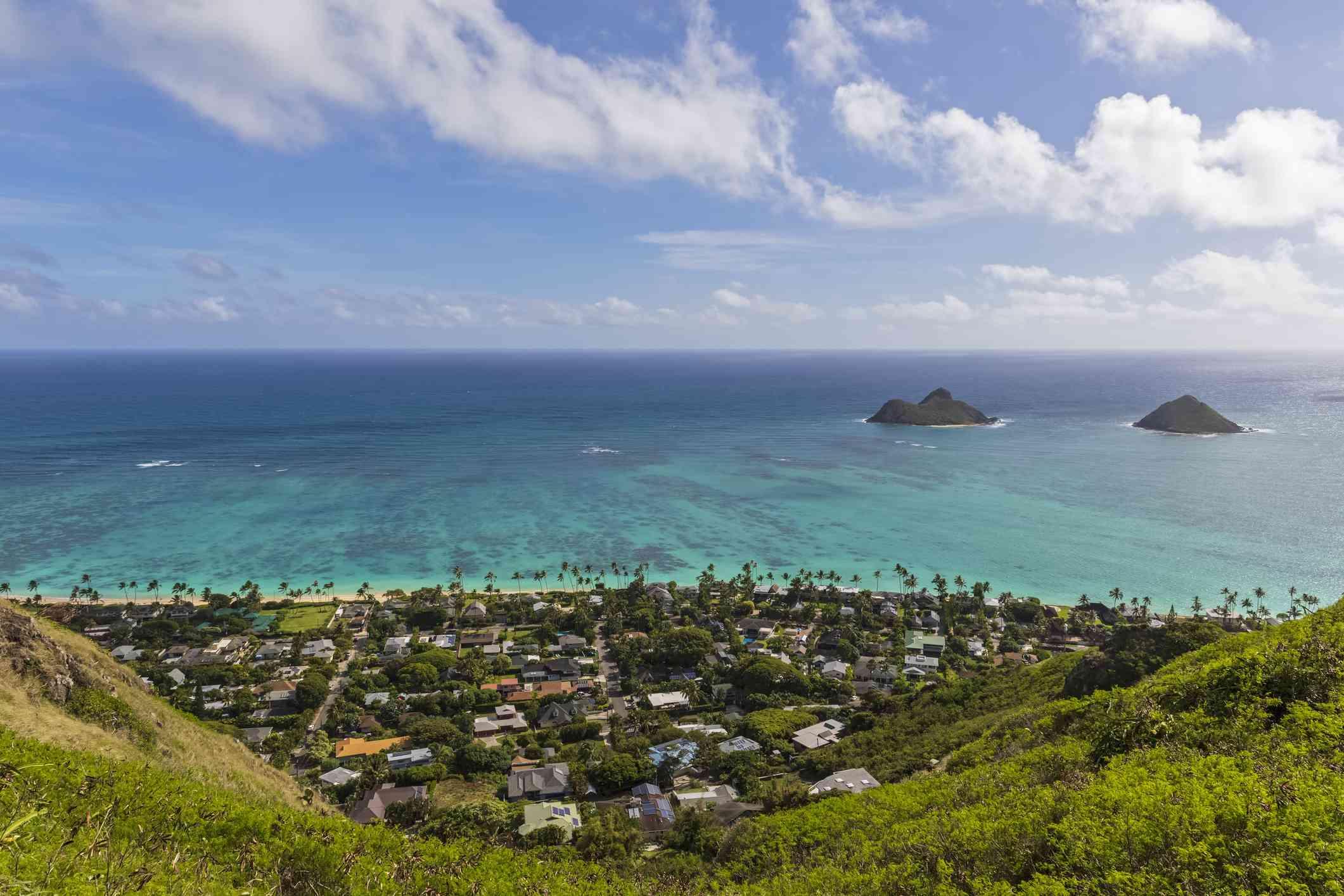 USA, Hawaii, Oahu, Kailua, View from Lanikai Pillbox Trail, Kaiwa Ridge Trail, to Na Mokulua, the Twin Islands