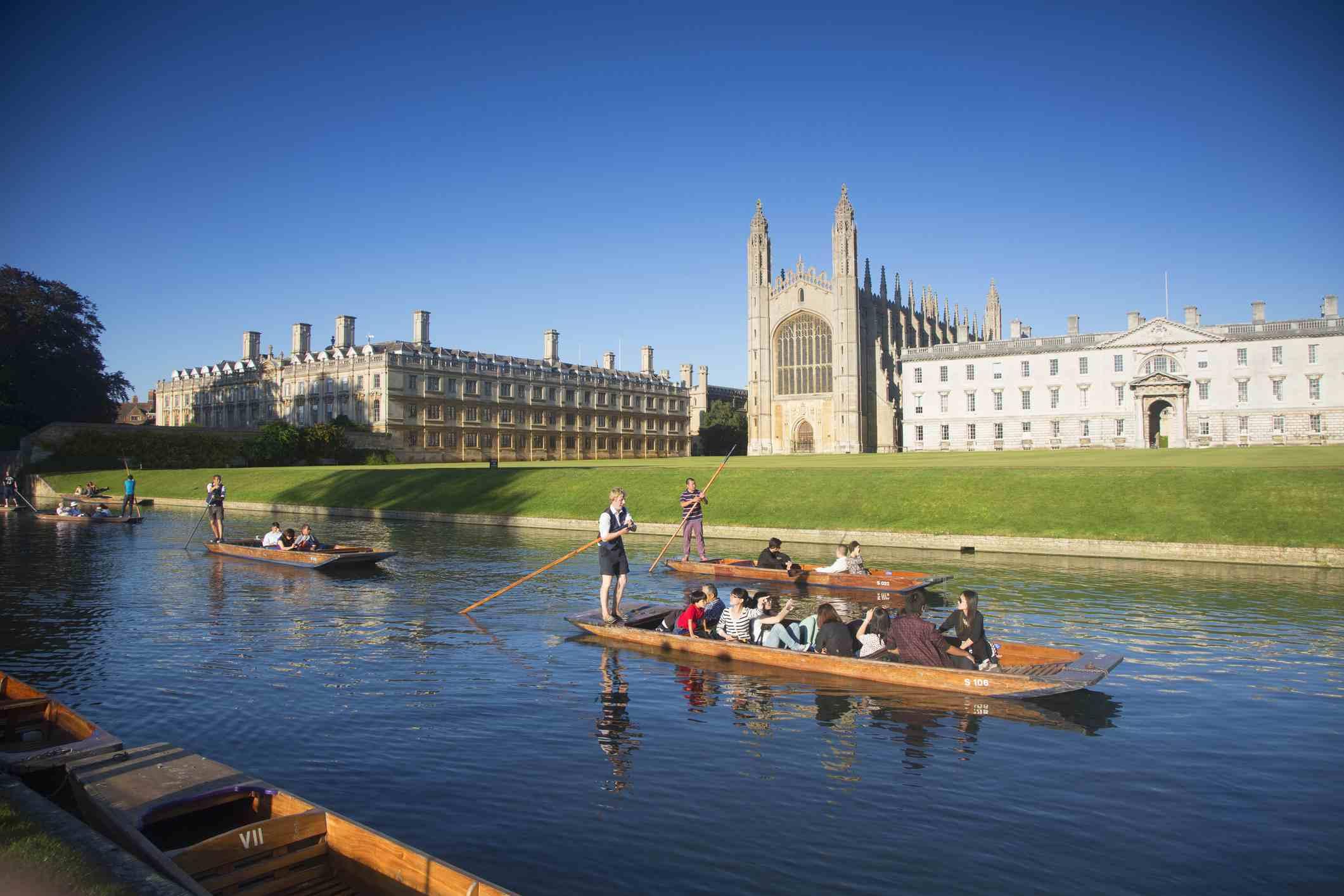 Barcos en el río