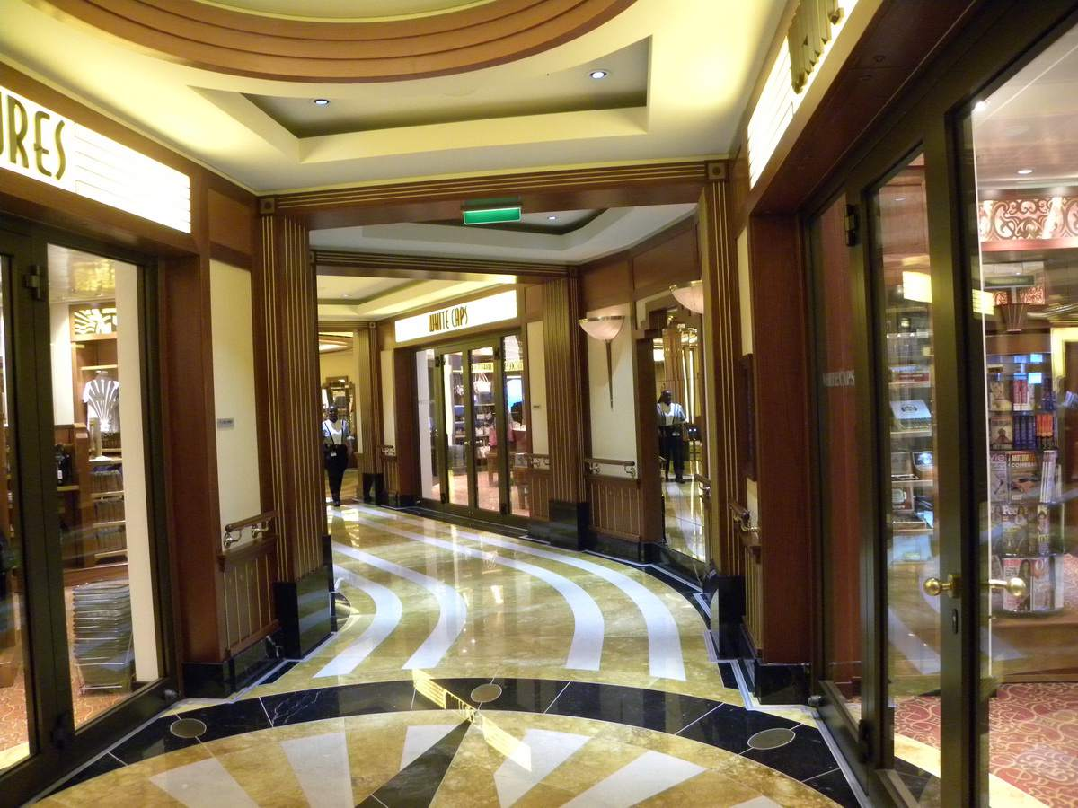 Disney Dream - Shopping Arcade