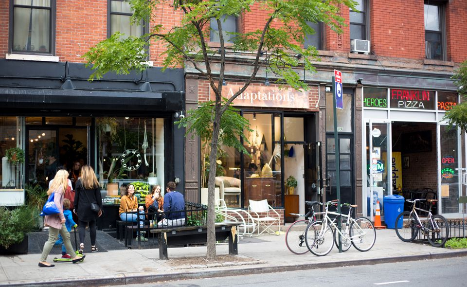 Greenpoint, NY: Millennials Relax Outside Eatery