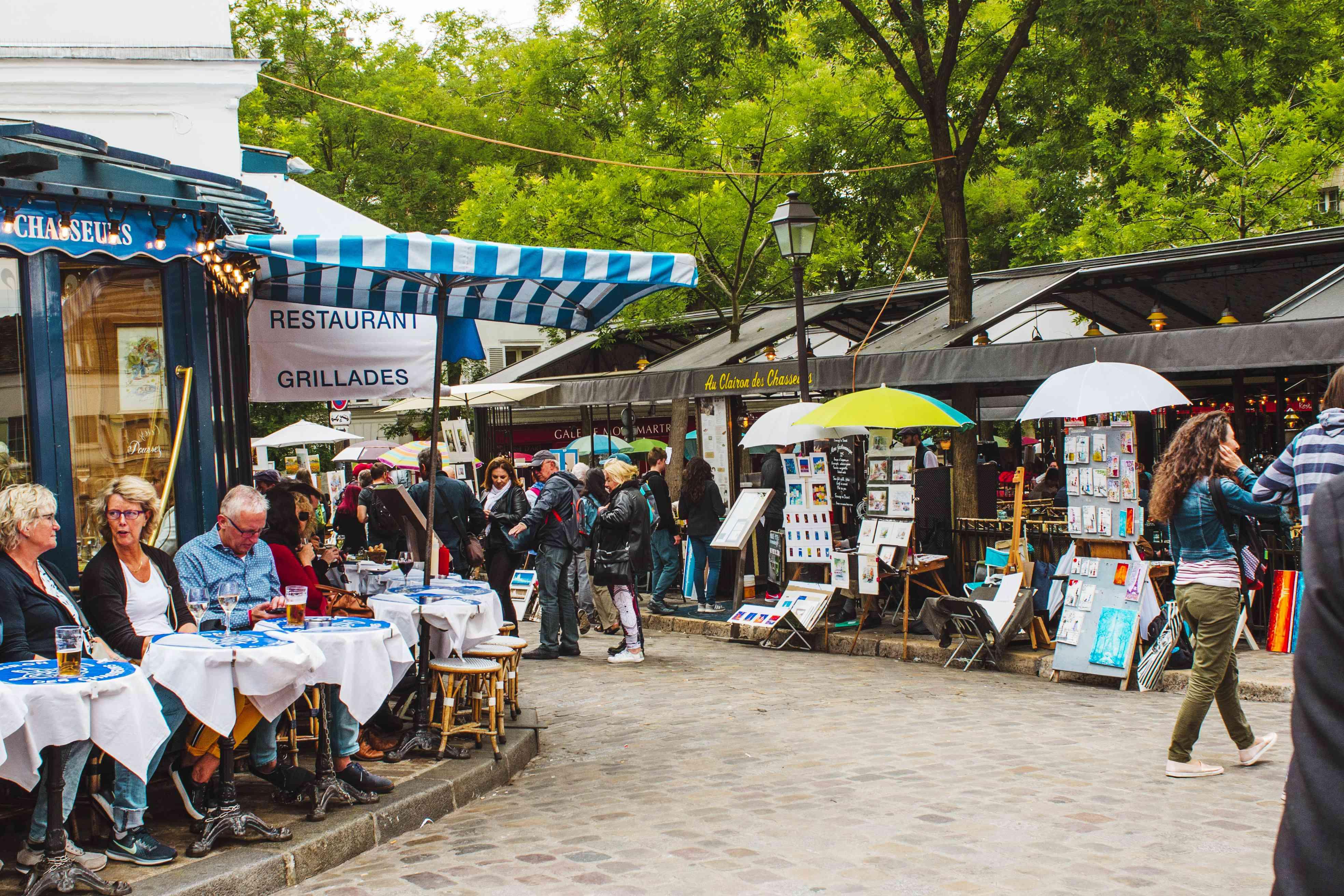 Art vendors and restaurants in Montmarte