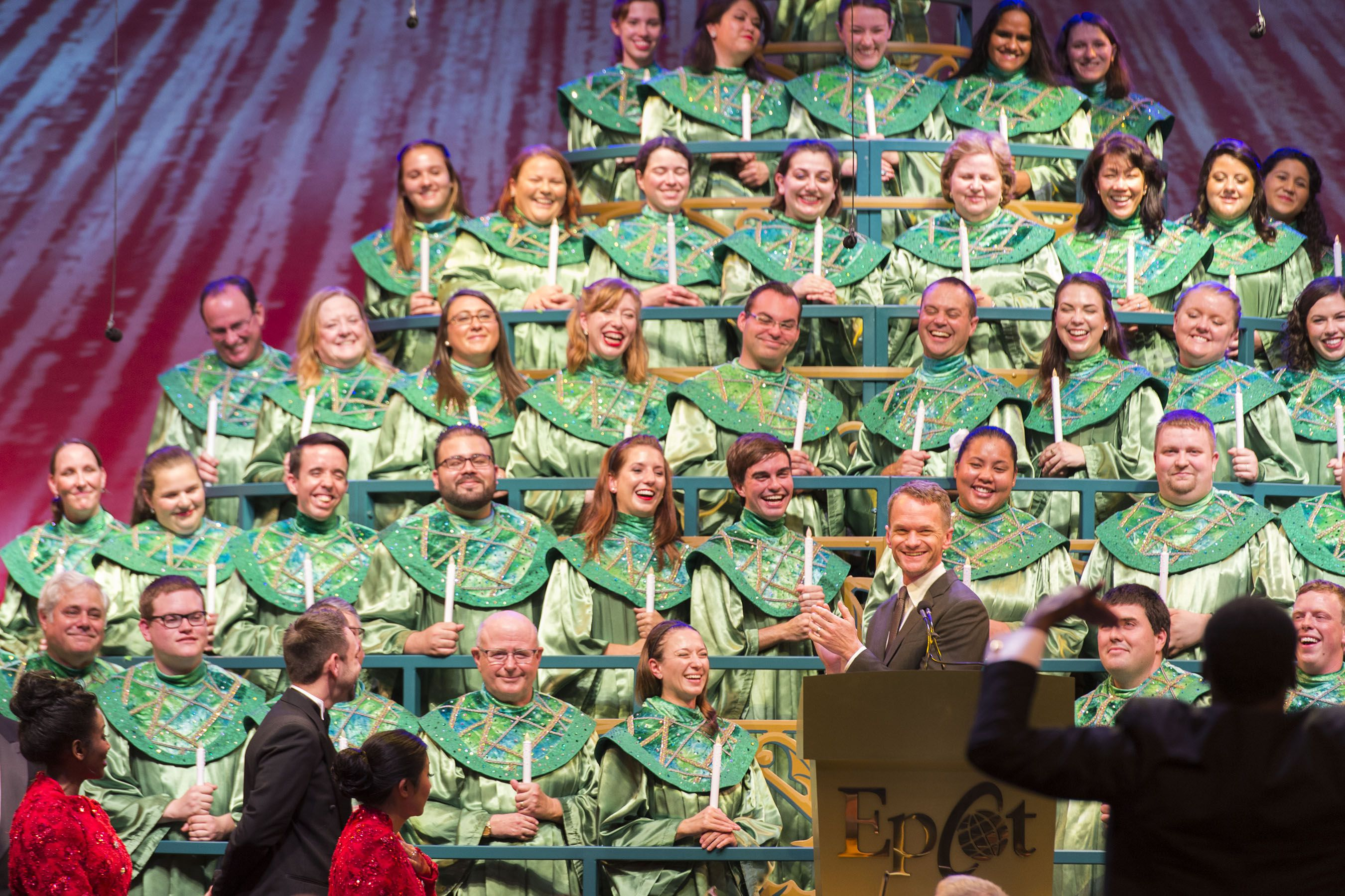 Cantantes y Neil Patrick Harris en Candlelight Processional