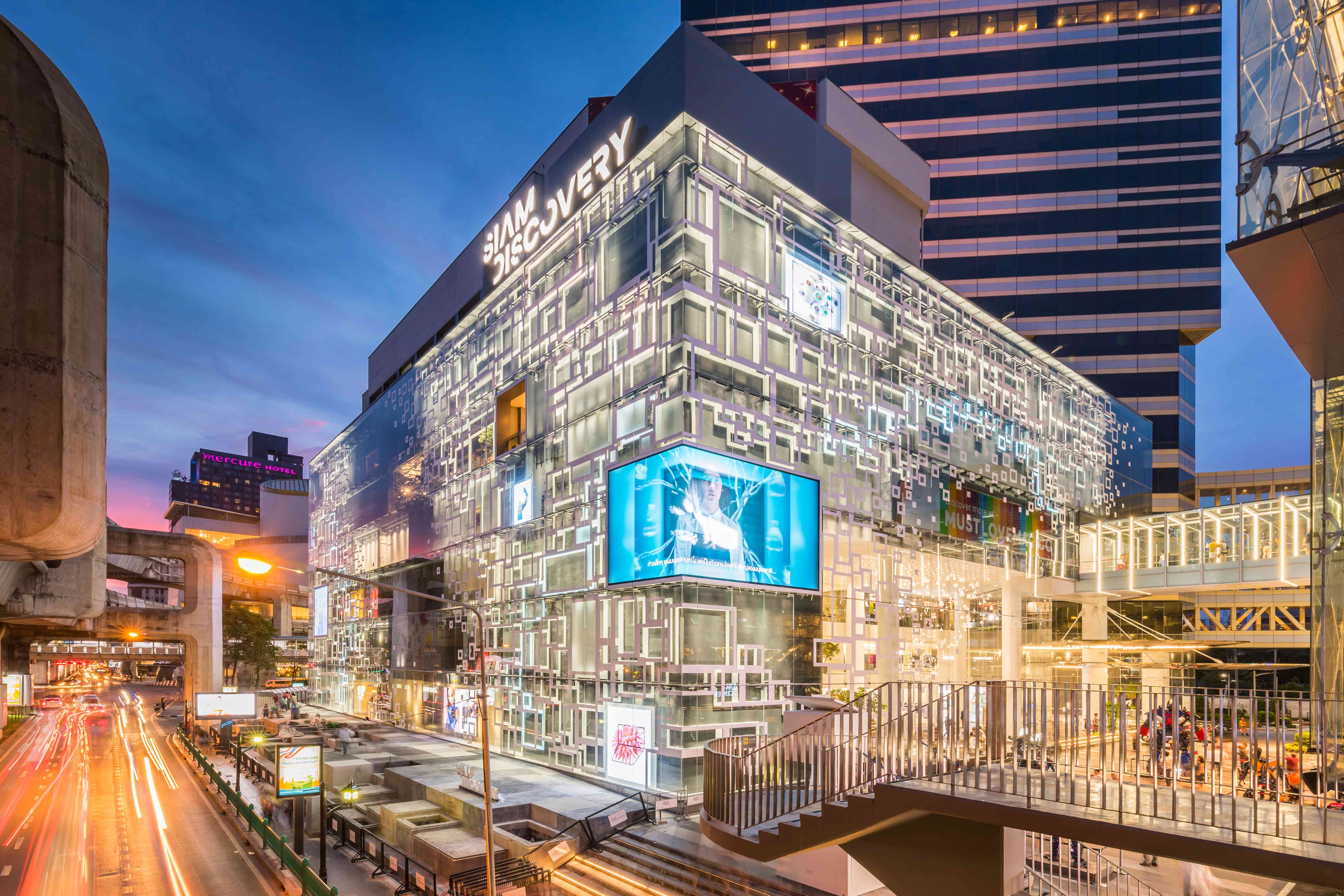 Outside of the Siam Discovery mall in Bangkok at night