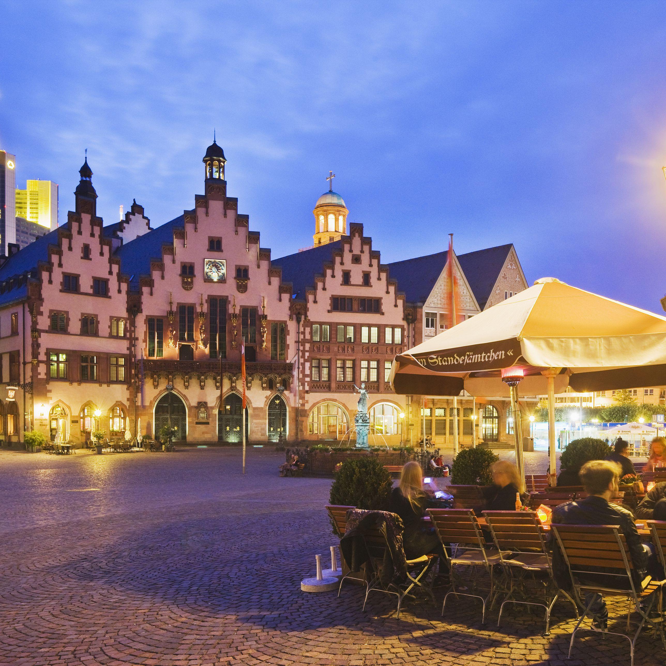 Nightlife in Frankfurt: Best Bars, Clubs, & More