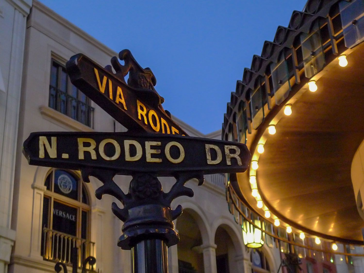Rodeo Drive In Beverly Hills The Gawker S Guide