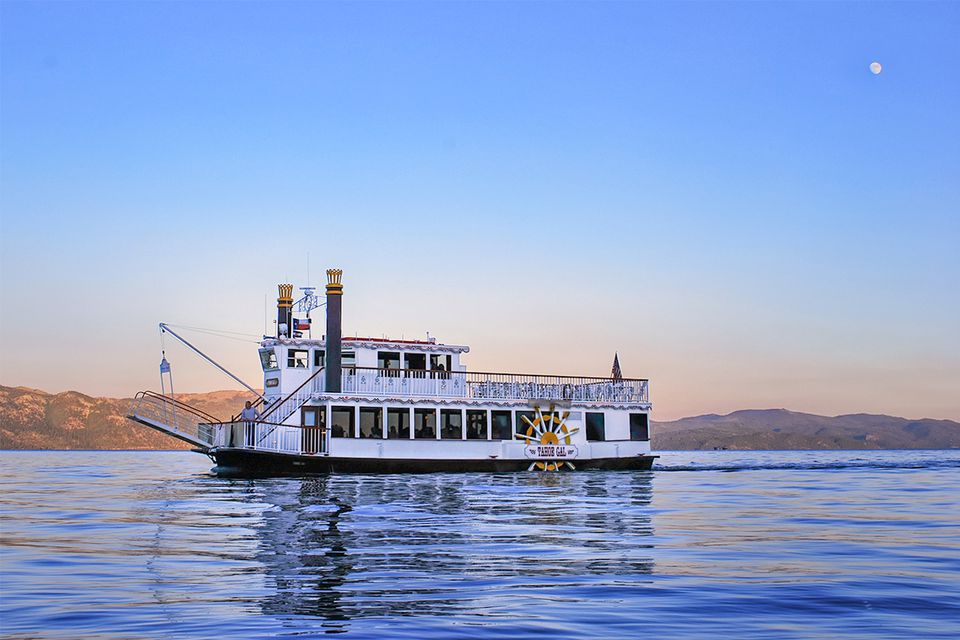 Twilight Boat Tour on Lake Tahoe