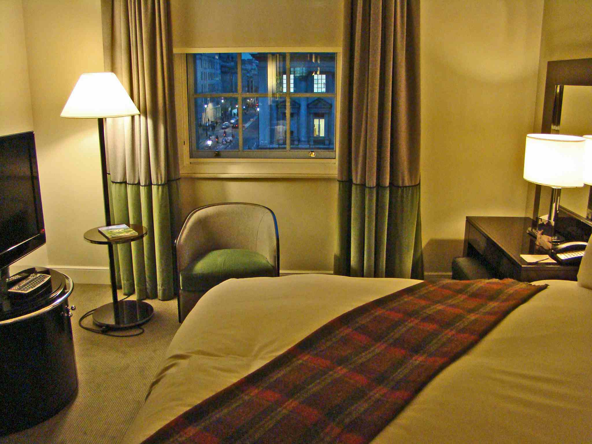 A hotel room in London