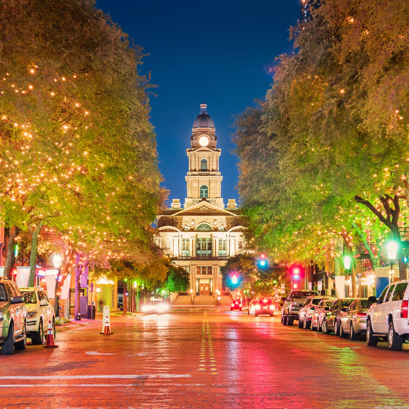 Nightlife in Fort Worth: Best Bars, Clubs, & More