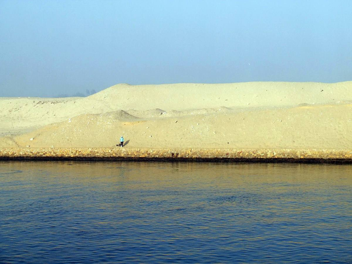 Suez Canal Links the Mediterranean and Red Seas