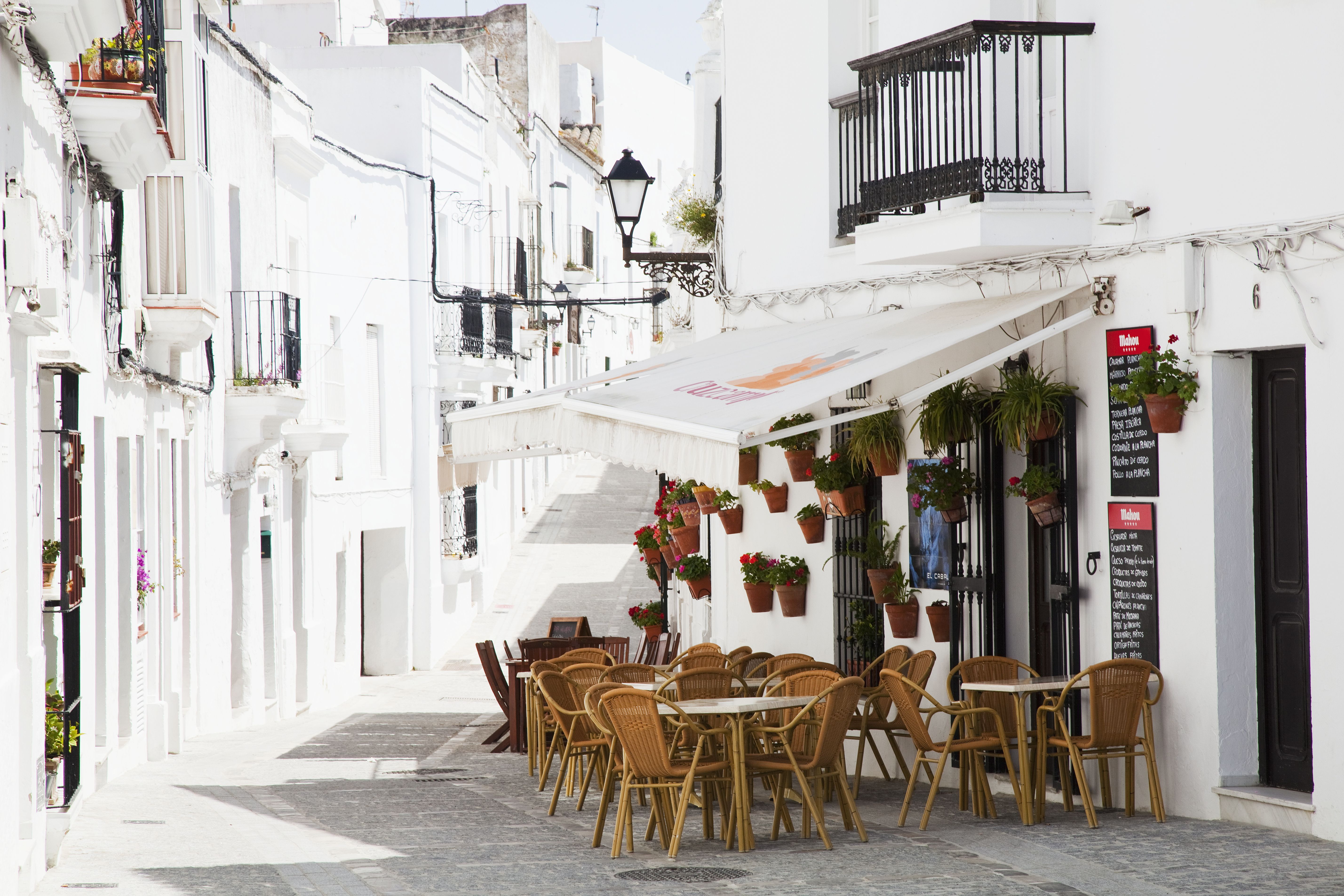 An outdoor restaurant patio and whitewash buildings