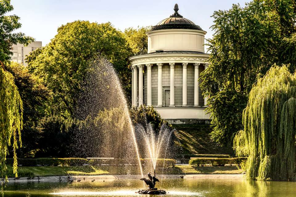Poland, Warsaw, reservoir in historical Saxon Garden