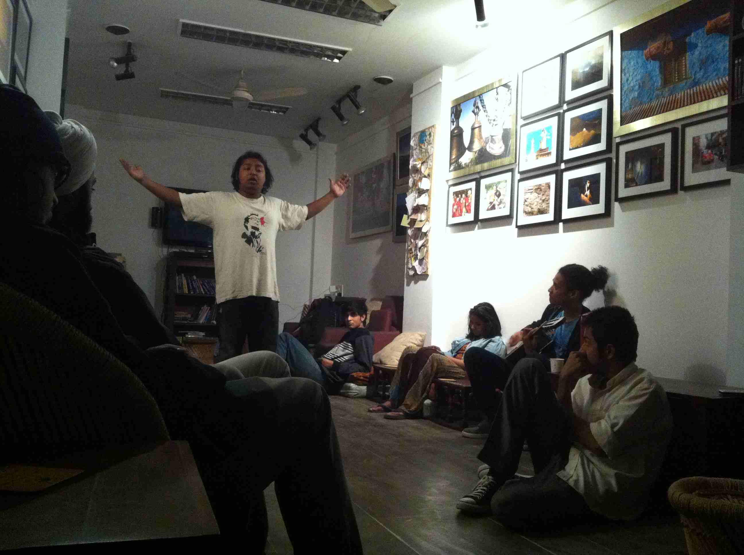 Speaker presenting at the Kunzam Travel Cafe