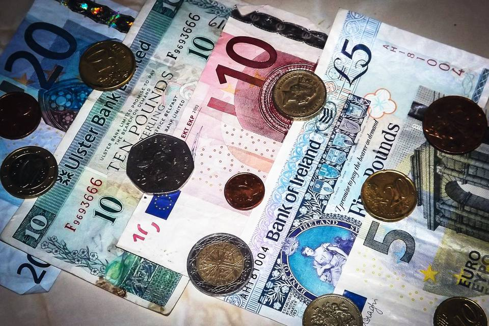 Examples of Irish paper and coin currency
