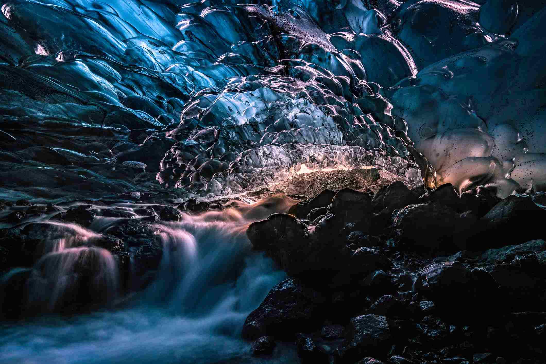 Svínafellsjökull ice cave iceland