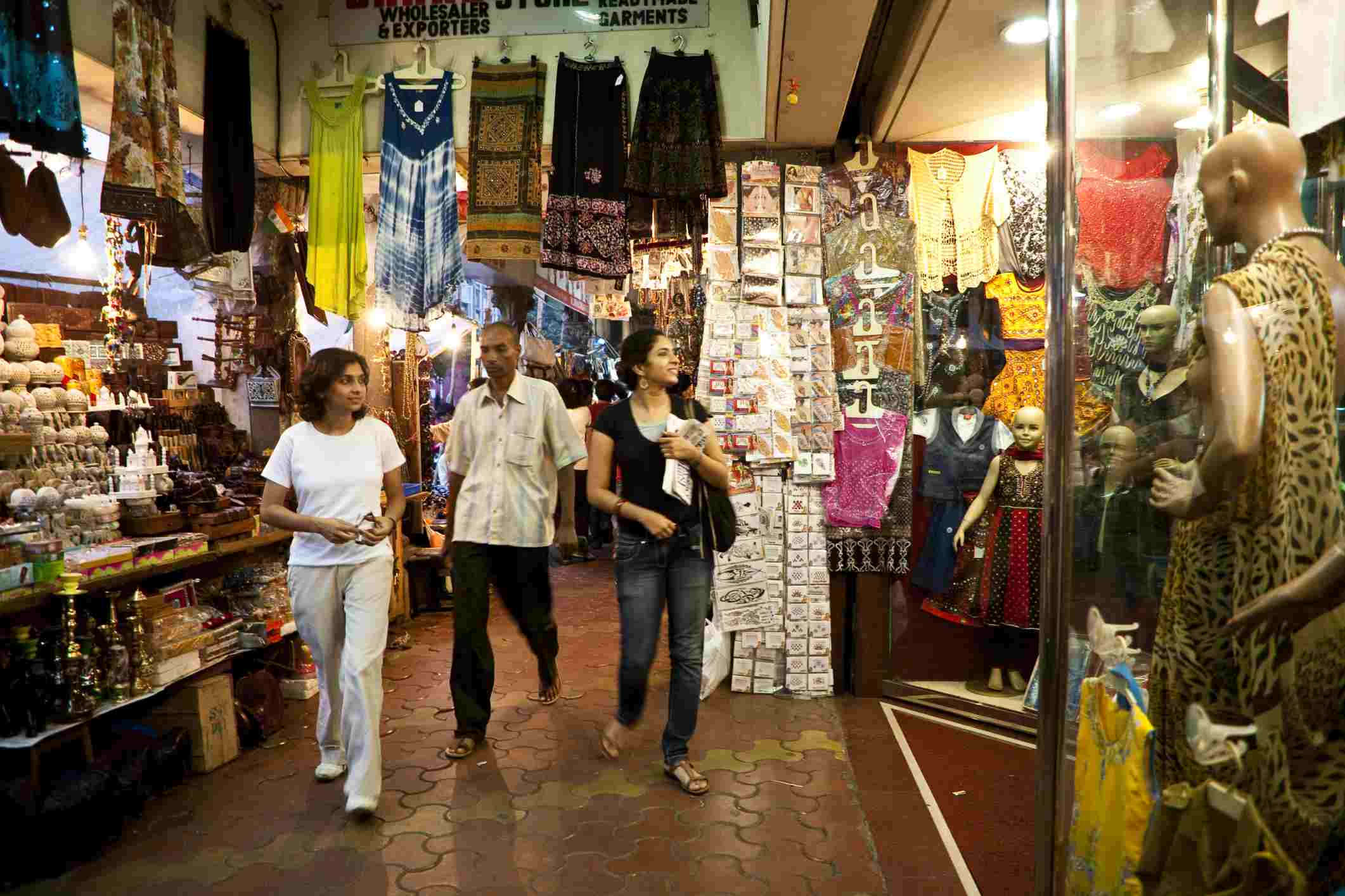 14 Best Mumbai Markets for Shopping and Sightseeing