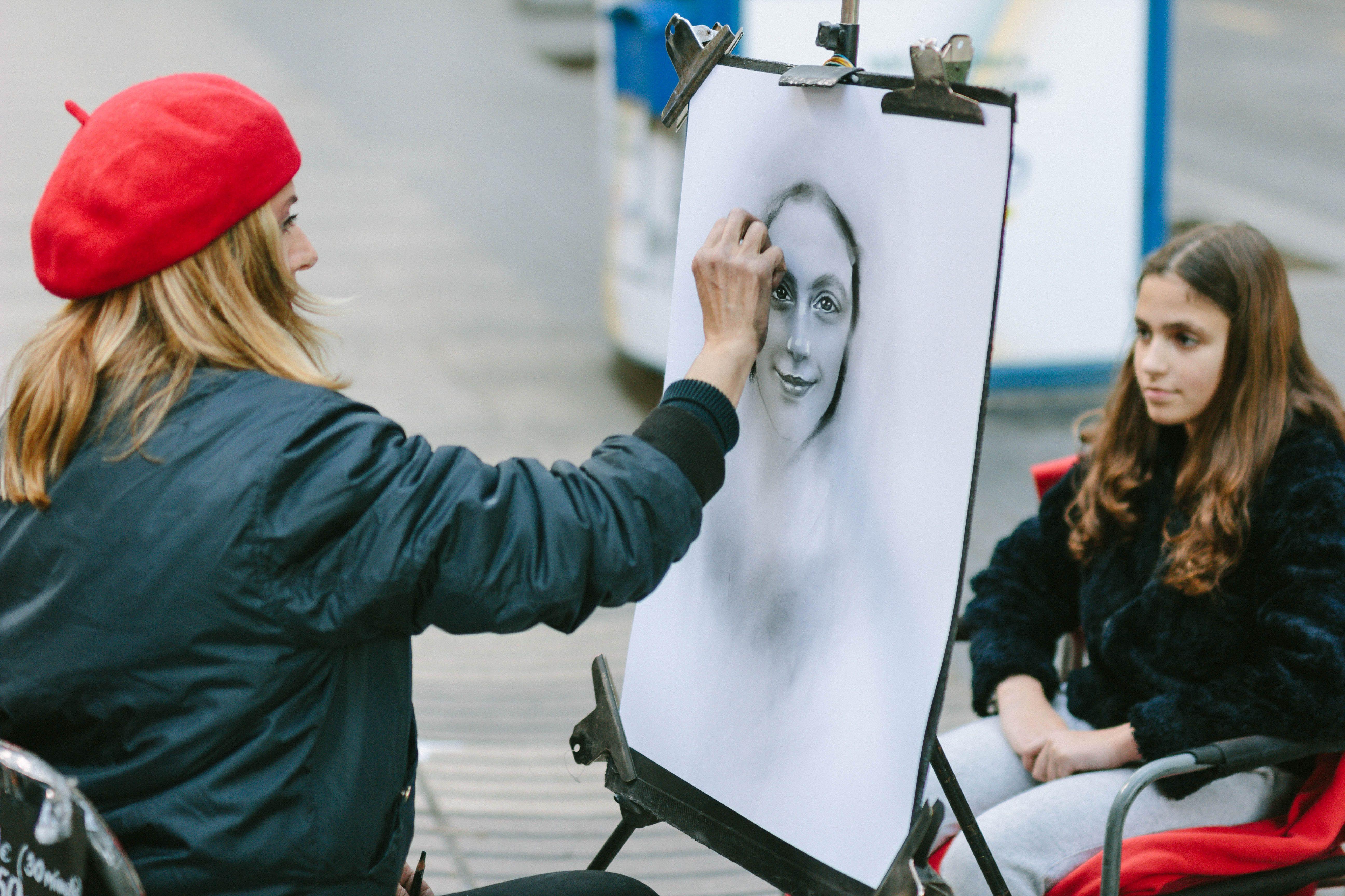 A woman drawing a portrait of a little girl on Las Ramblas