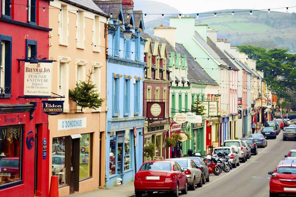 pequeño pueblo en irlanda