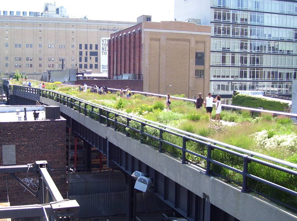 View of the High Line aerial greenway in New York, looking south at 20th Street