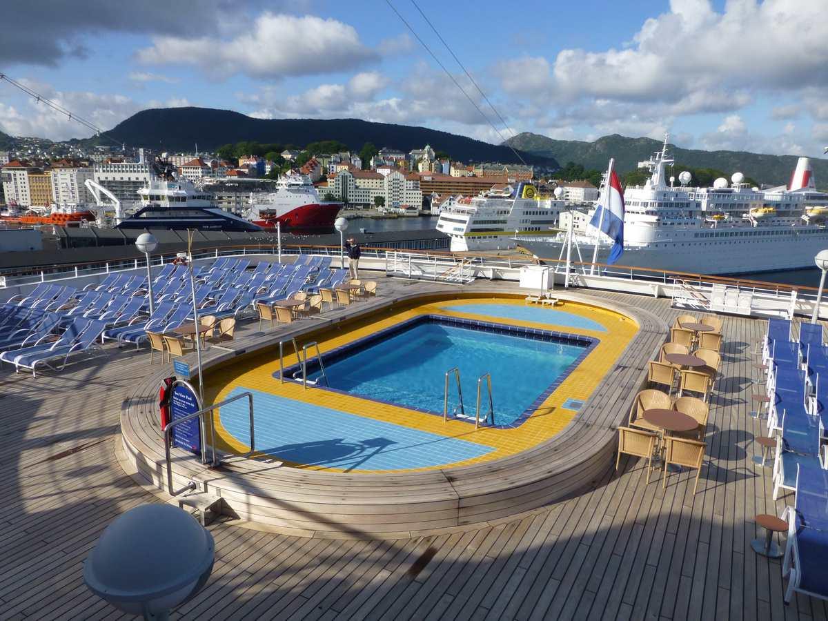 Seaview Pool on the Maasdam cruise ship