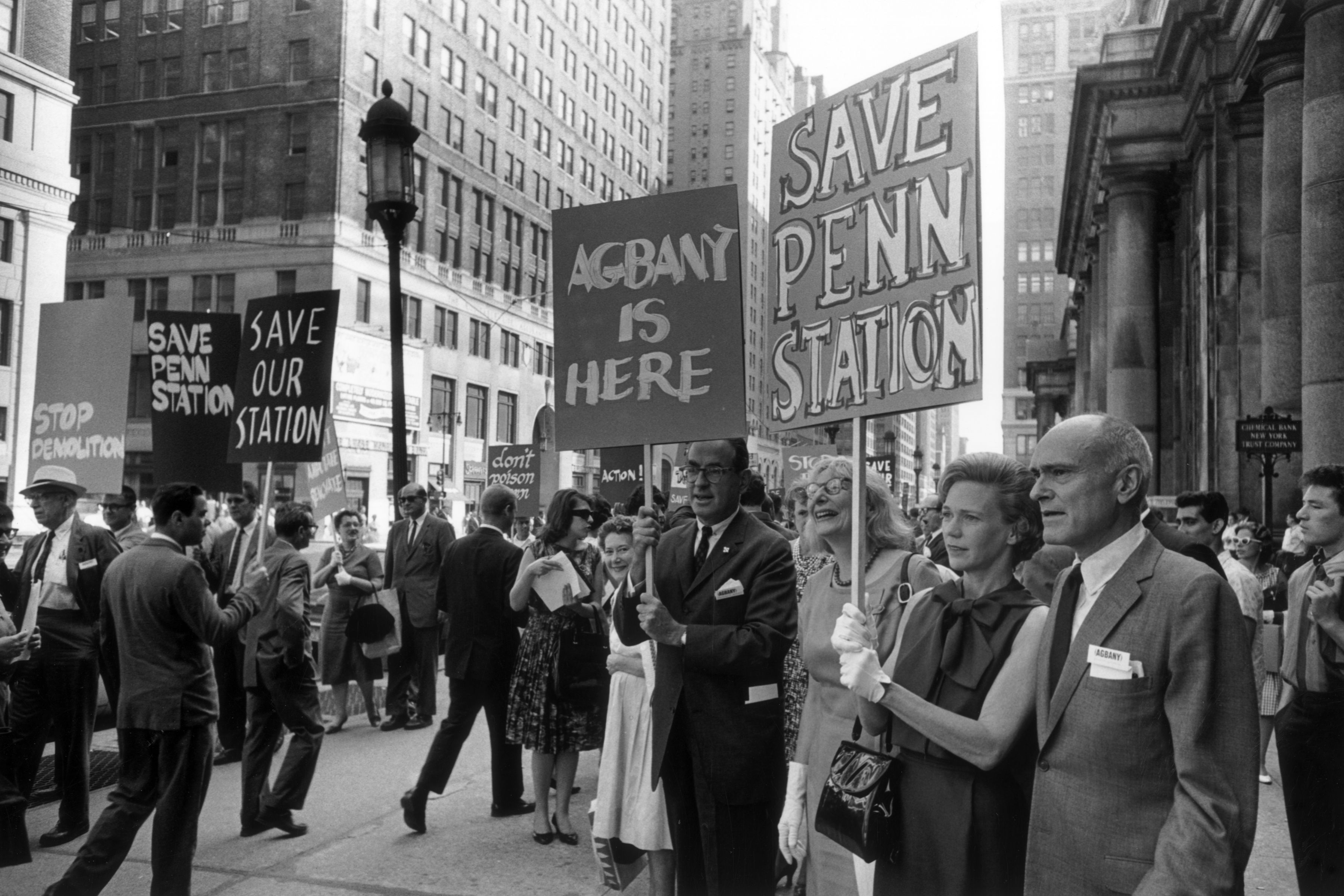 Jane Jacobs and others picket to save Penn Station from demolition, 1963