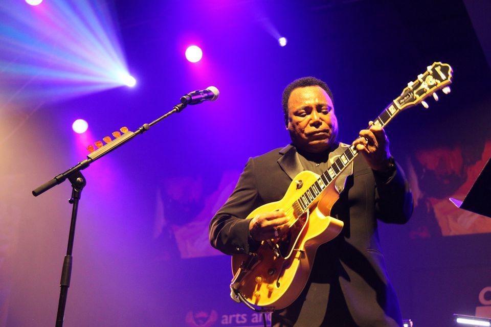 George Benson en vivo en el Festival Internacional de Jazz de Ciudad del Cabo