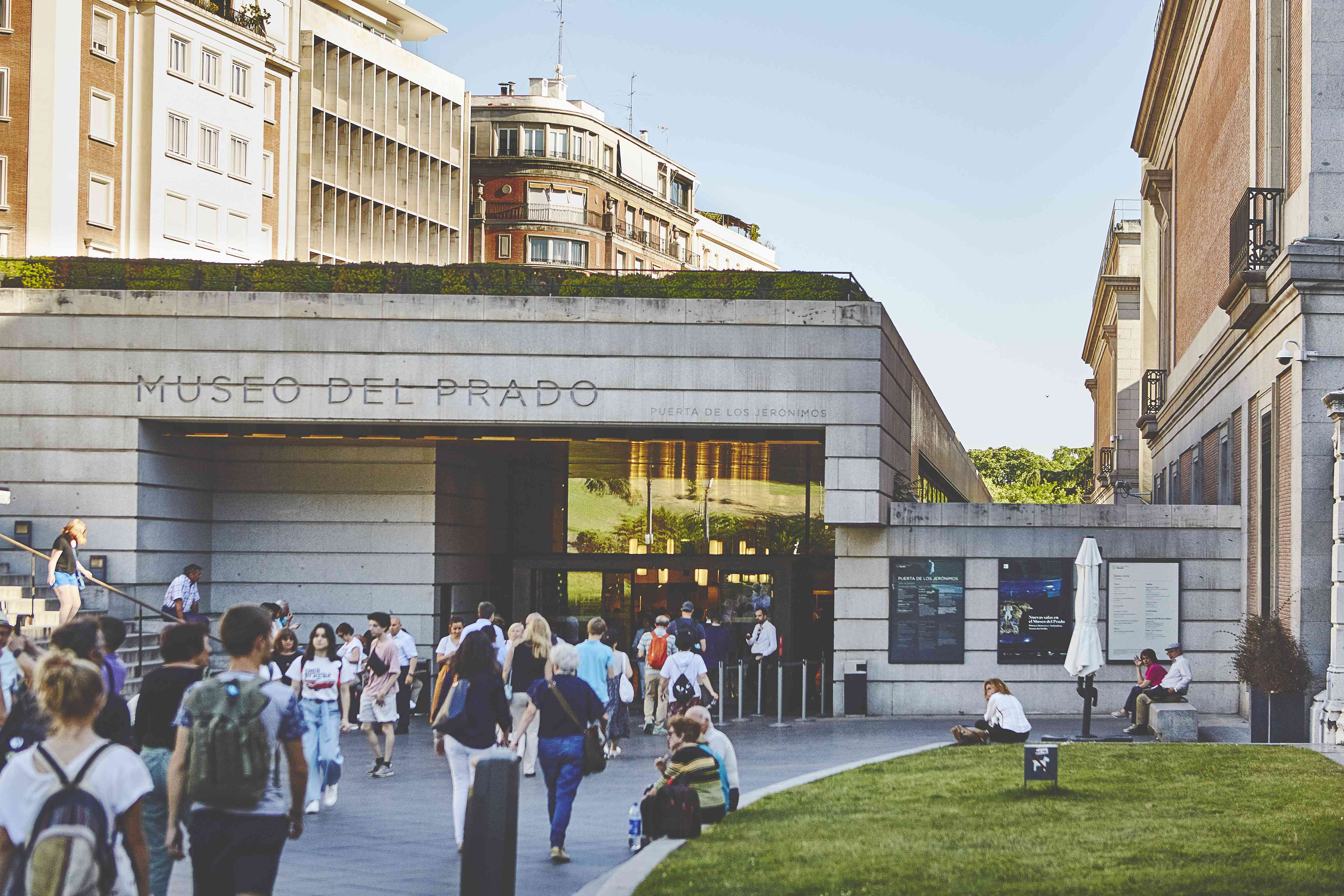 People walking into the Prado Museum