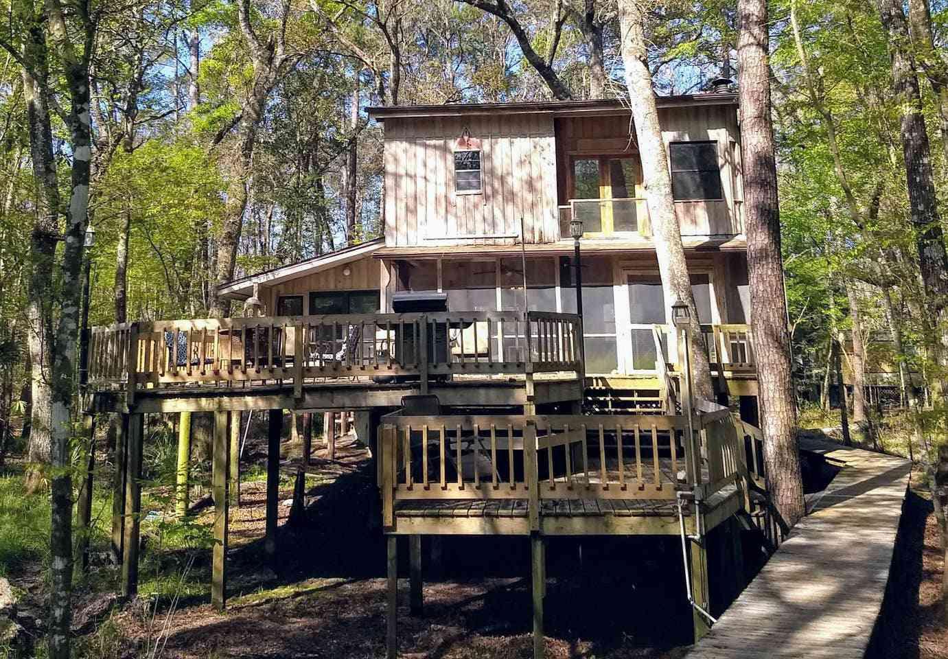 Rustic River Cabin Near Crawfordville
