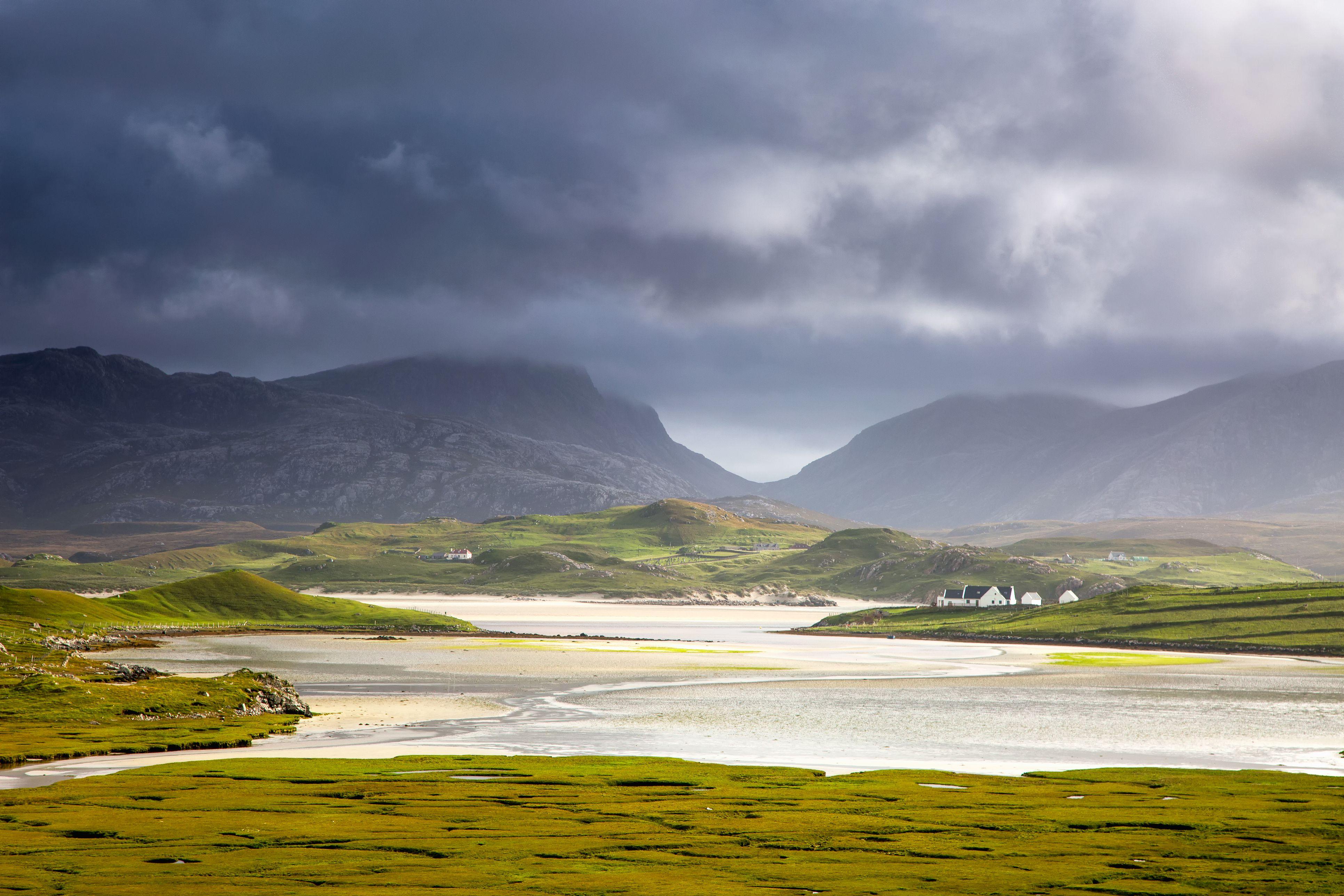 Ruhiger Blick auf Berge und Wasser, Uig, Isle of Lewis, Outer Hebrides