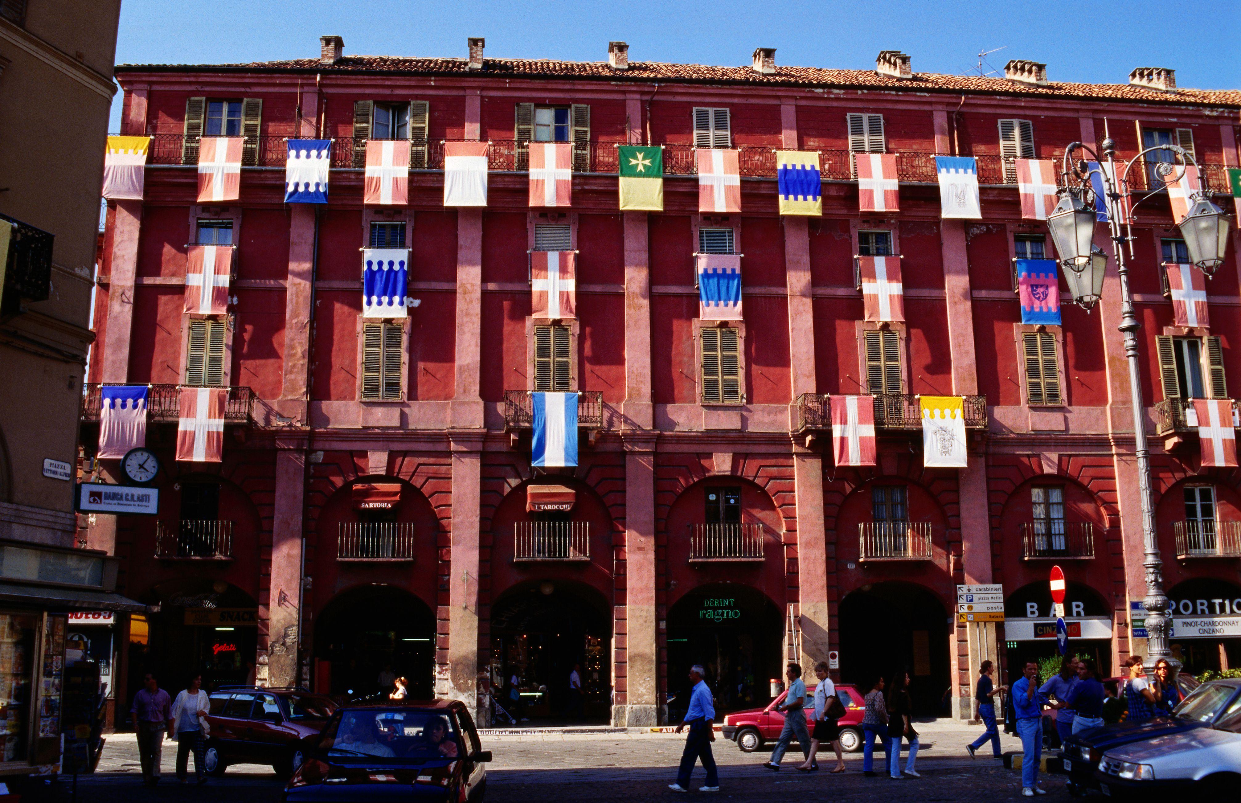 Piazza Alfieri, Asti