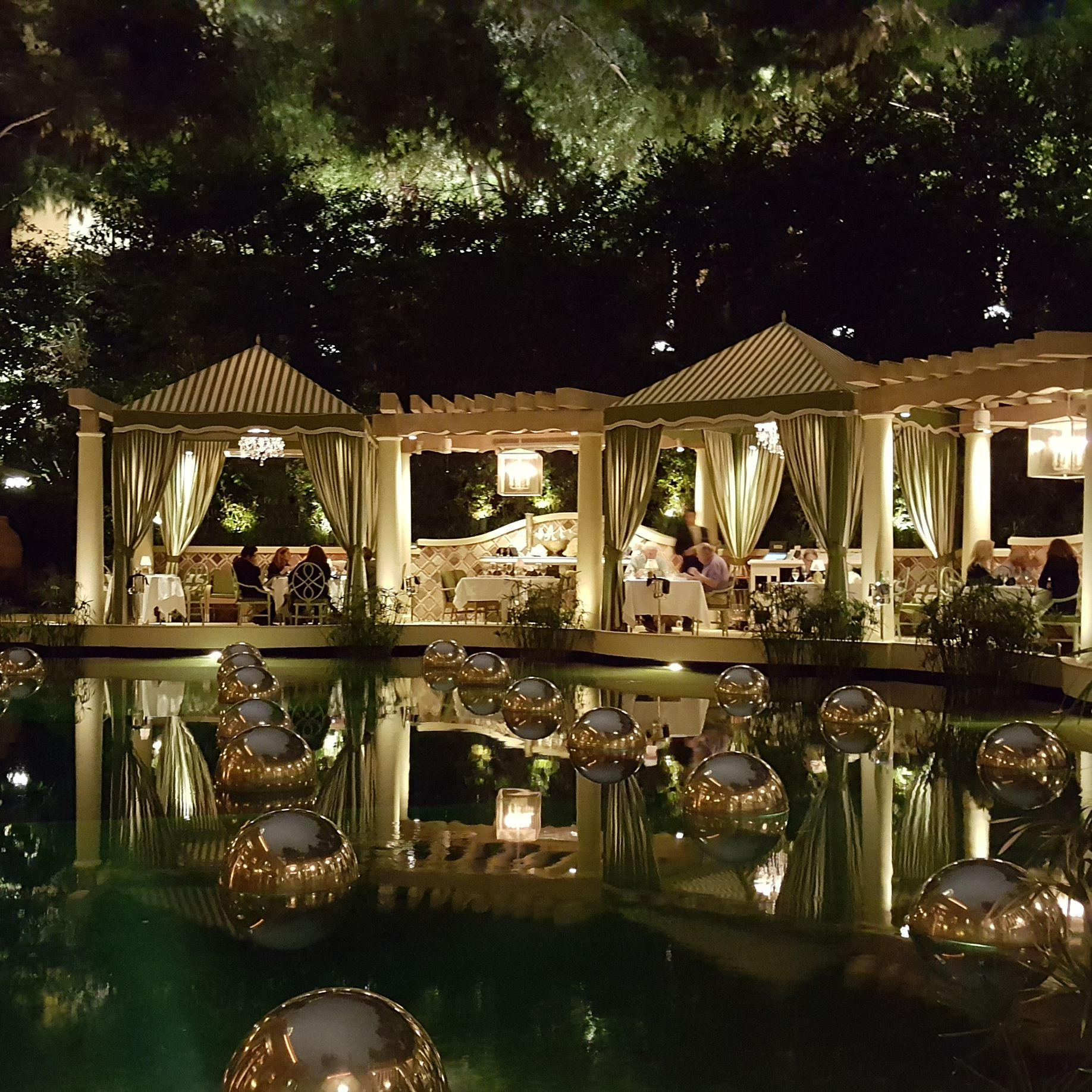 Outdoor Restaurants in Las Vegas