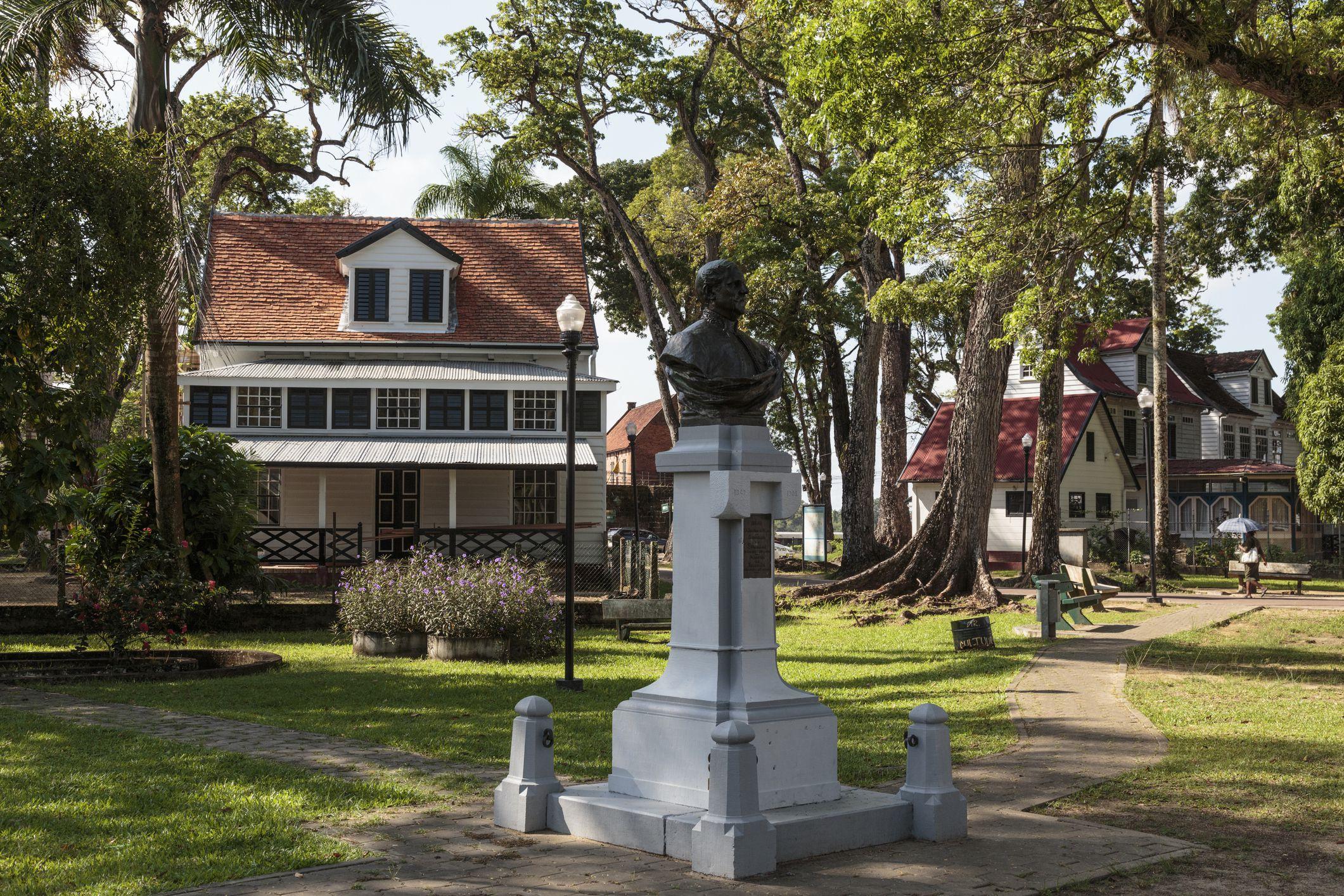 Fort Zeelandia, Monument for Titus van Asch van Wijck, Suriname