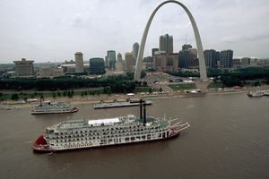 Gateway Arch and Paddlewheelers in the Mississippi River in St. Louis, Missouri