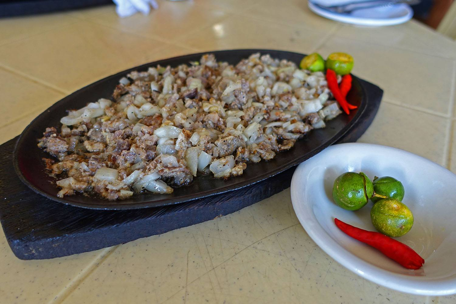Aling Lucing's famous sisig