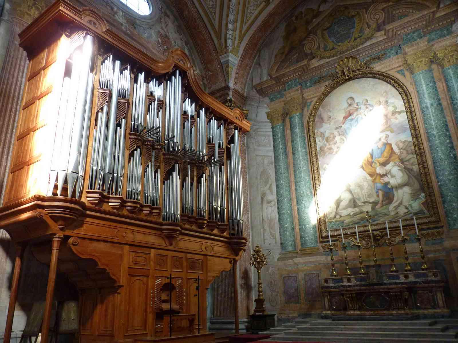 The towering pipe organ at Santa Maria degli Angeli e dei Martiri