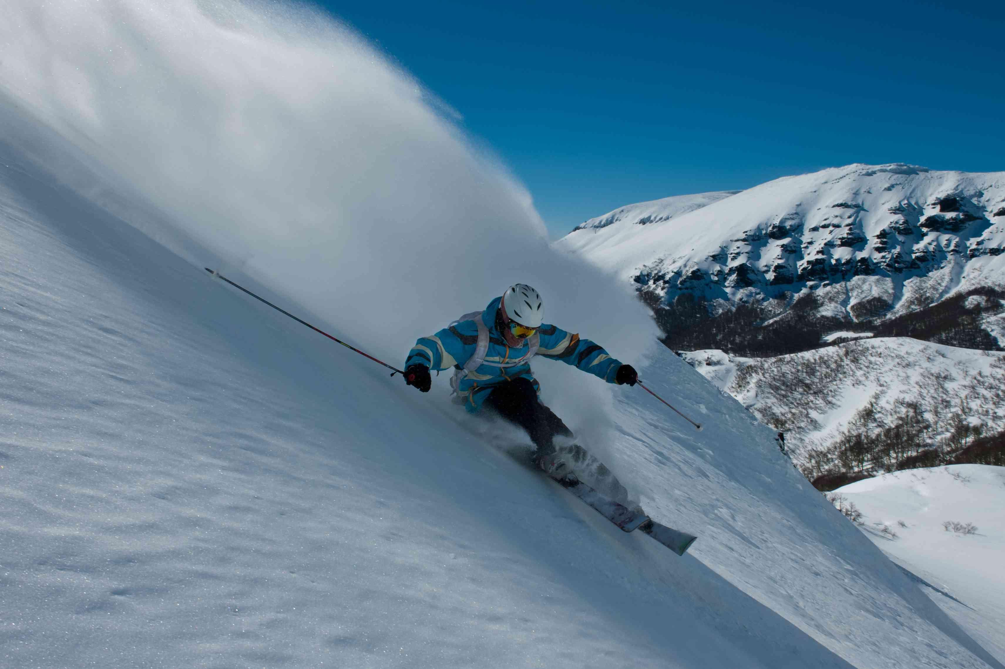 Esquí fuera de pista en Chapelco, San Martín de los Andes, Argentina