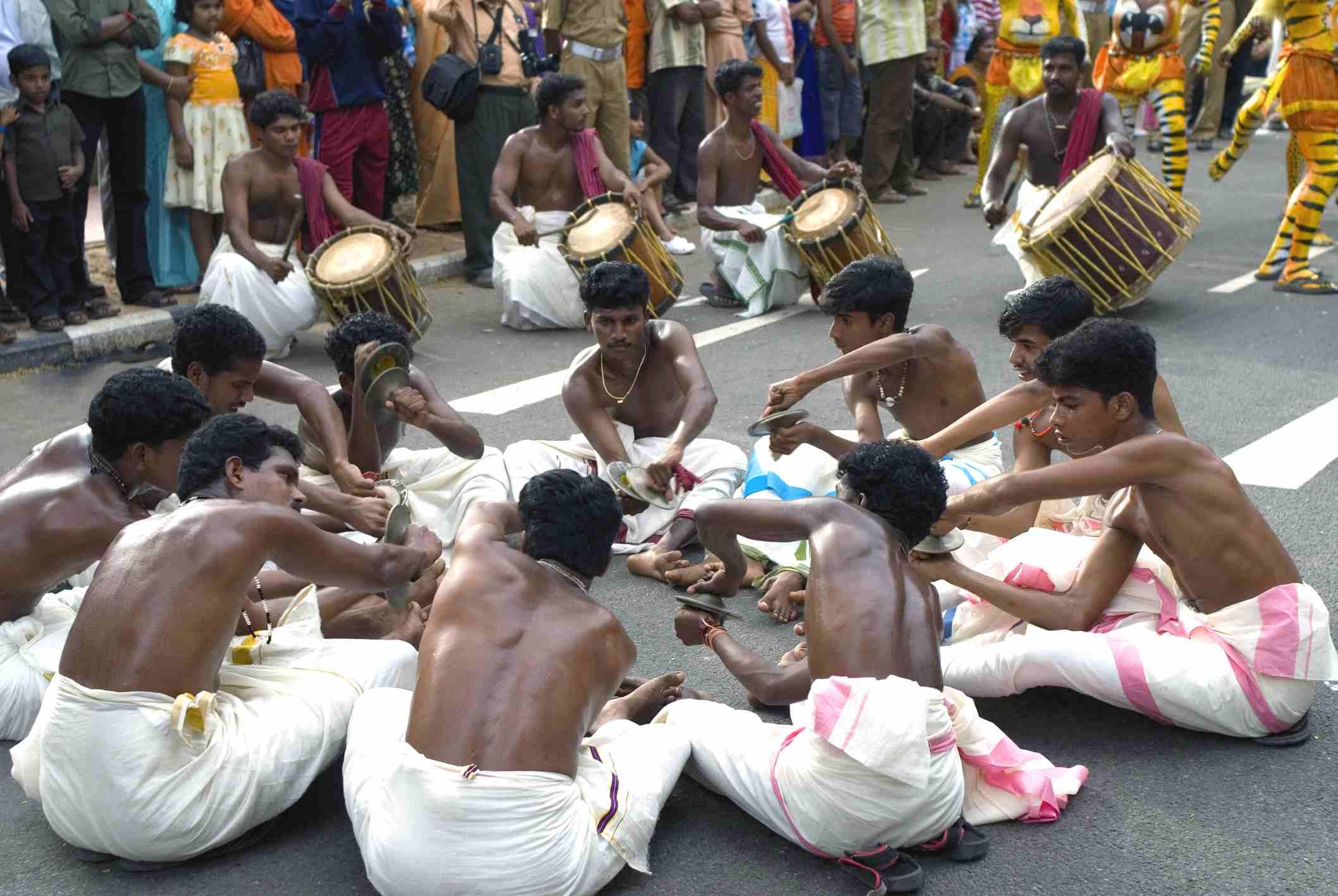 Sinkari Melam chinkarimelam Performer mit Chenda und Becken während onam Feier