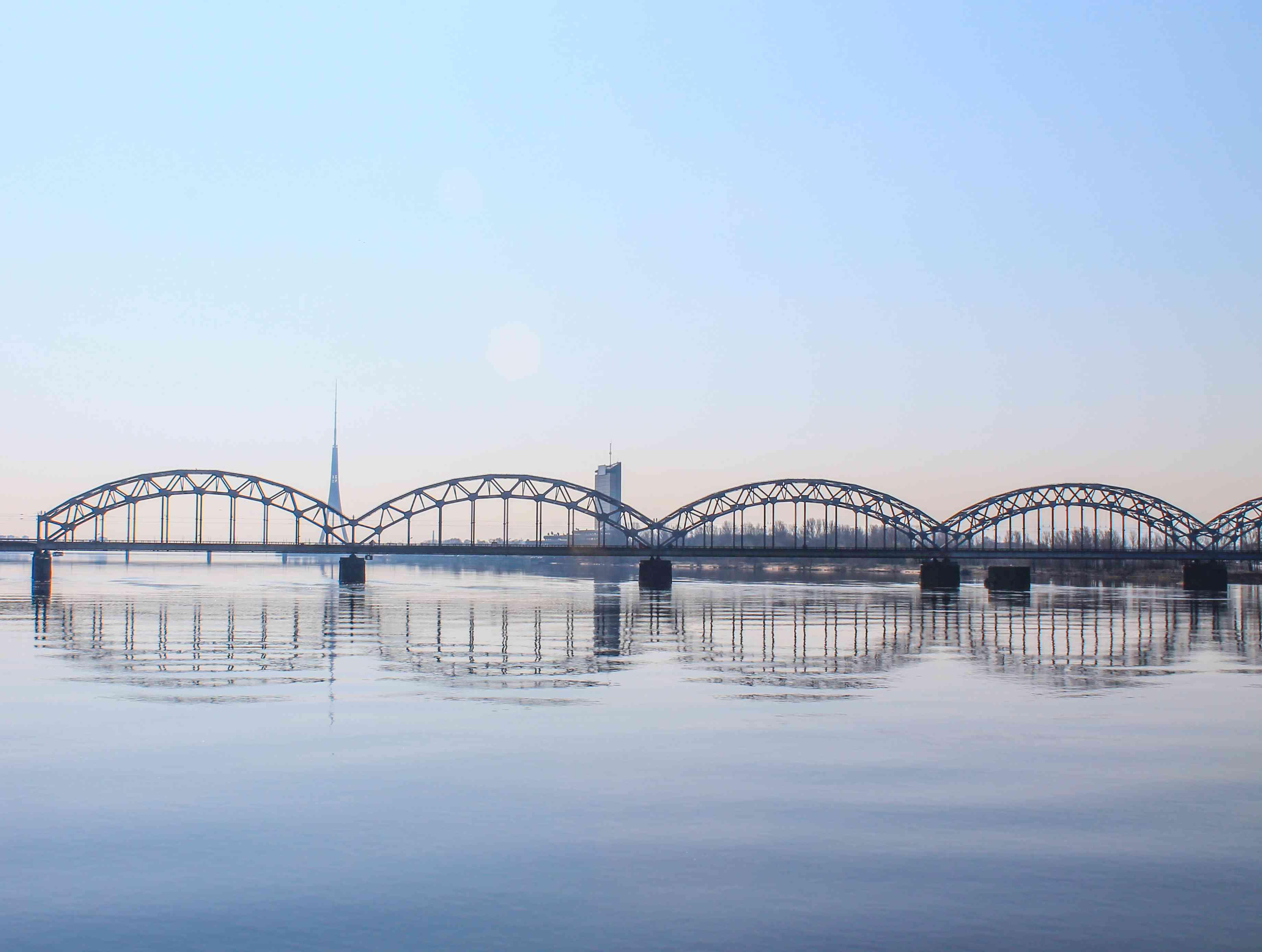 the bridge that crosses the water in Riga
