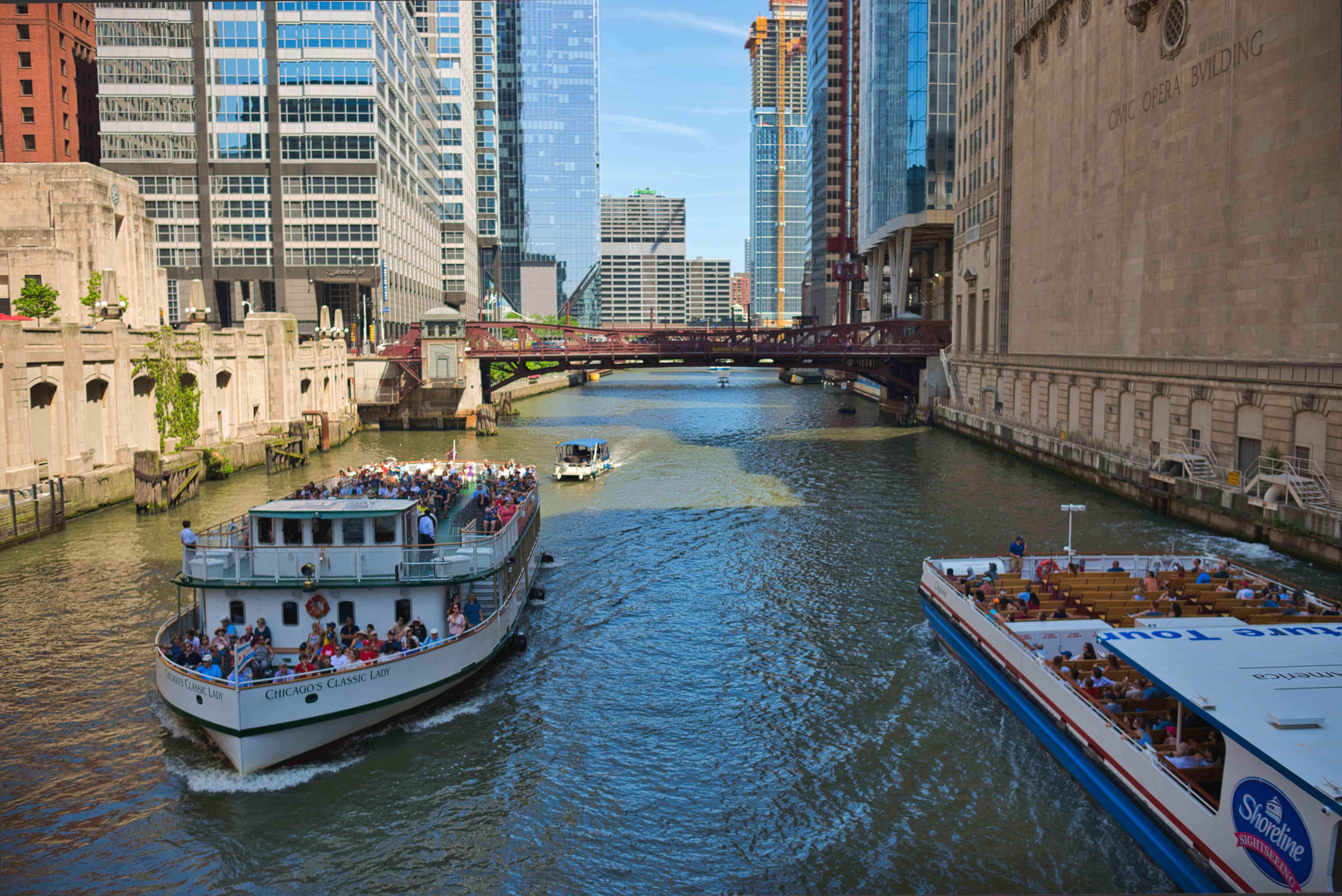 Architecture cruises in Chicago