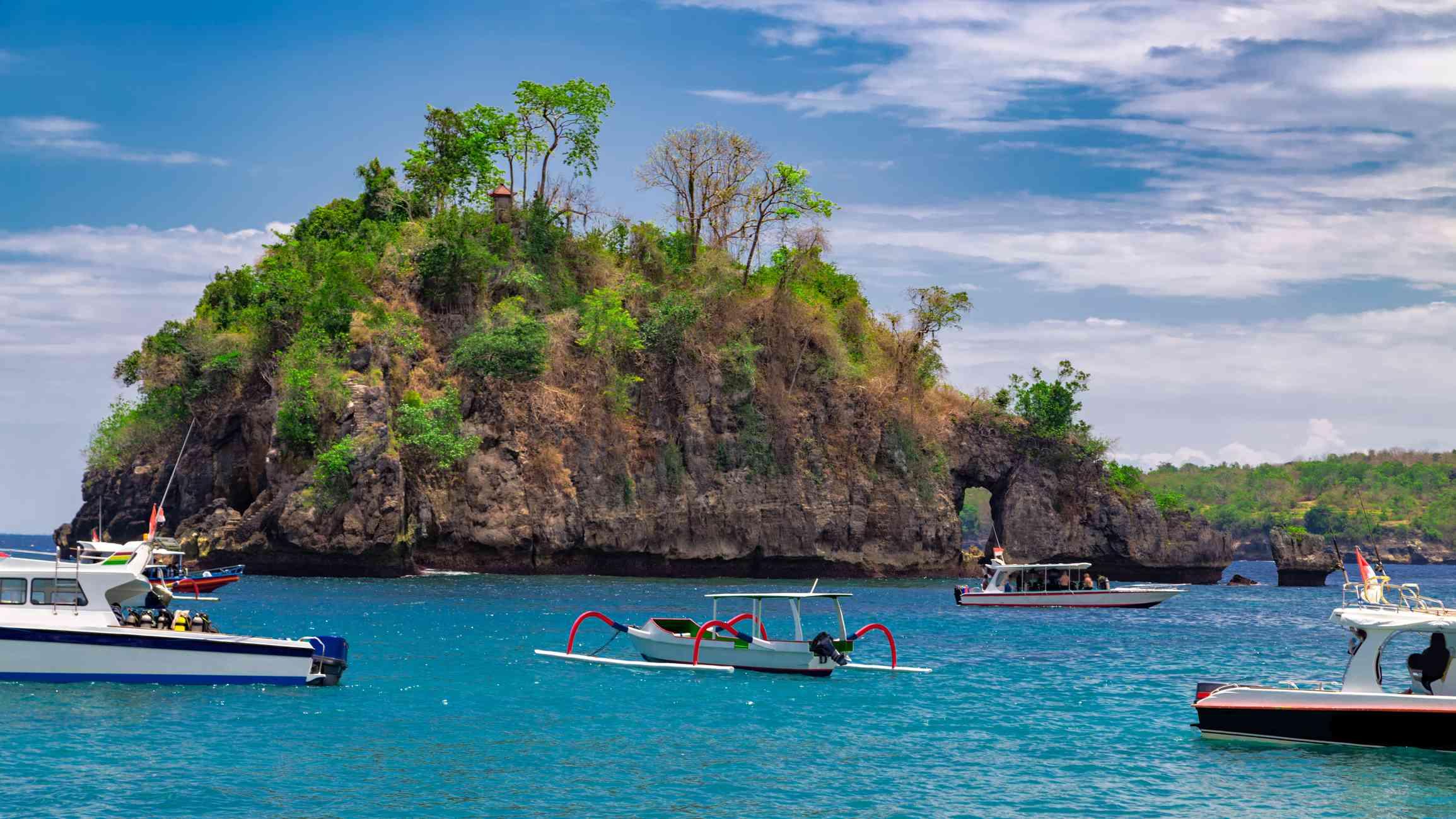 Crystal Bay beach at Nusa Penida island. Indonesia